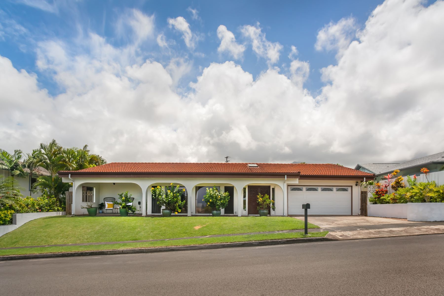 Single Family Homes 为 销售 在 Alii Bluffs Single Family Home, Kaneohe, Ocean Views, Sunrise Views, Sunset View 46-076 Ipuka Street 卡内里奥, 夏威夷 96744 美国