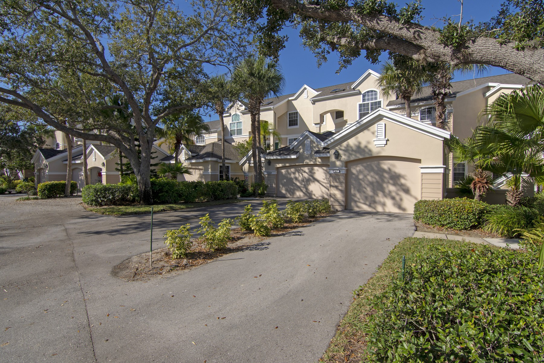 Condominium for Sale at SEA OAKS LAKESIDE VILLA 8725 Lakeside Boulevard #307 Vero Beach, Florida 32963 United States