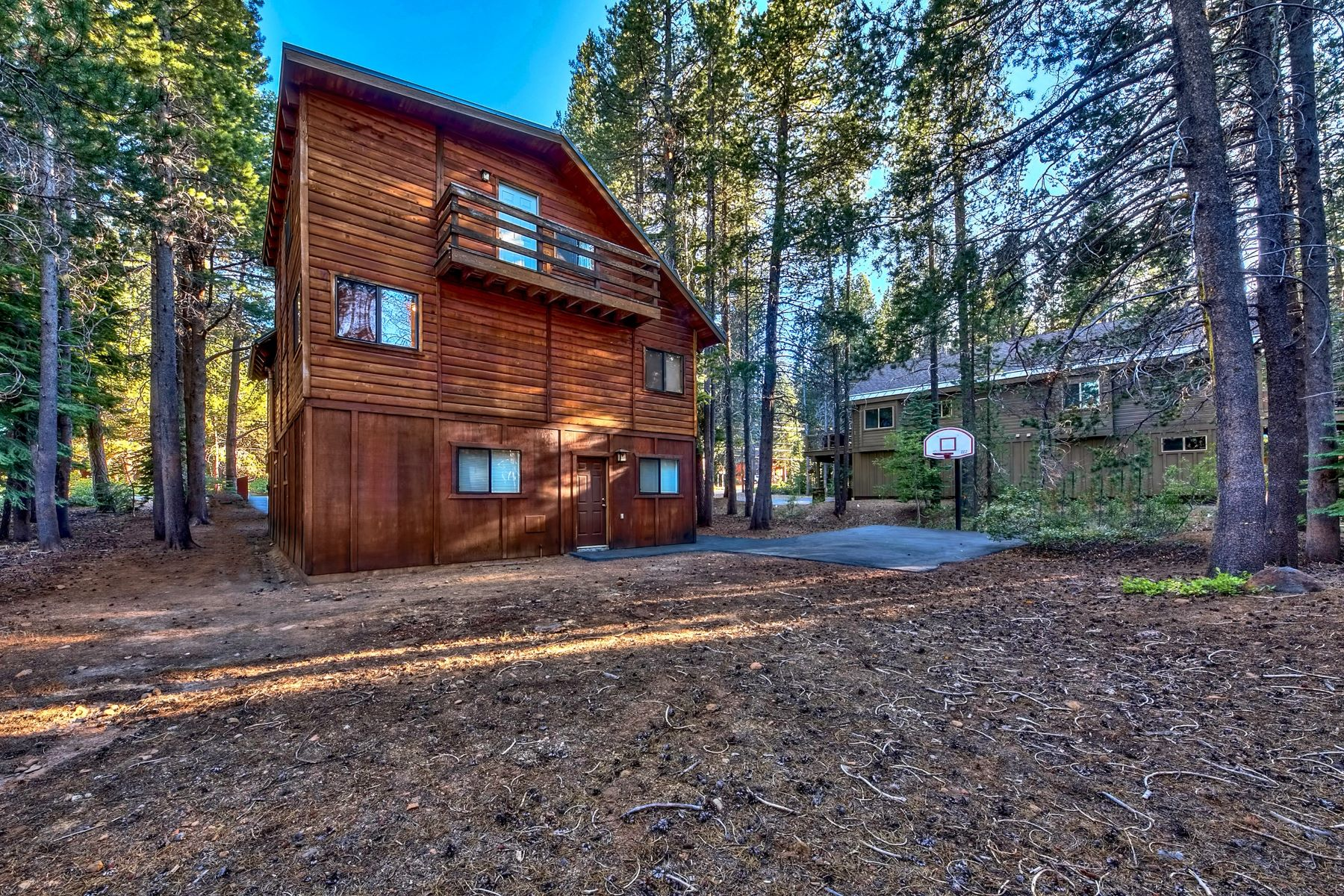 Additional photo for property listing at 15612 Northwoods Blvd, Truckee, CA 96161 15612 Northwoods Blvd. Truckee, California 96161 United States