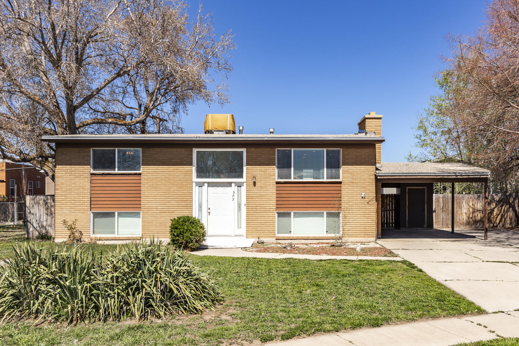 Single Family Homes 용 매매 에 Quiet Cul-de-sac in the Heart of Salt Lake City 377 E Baird Circle South Salt Lake, 유타 84115 미국