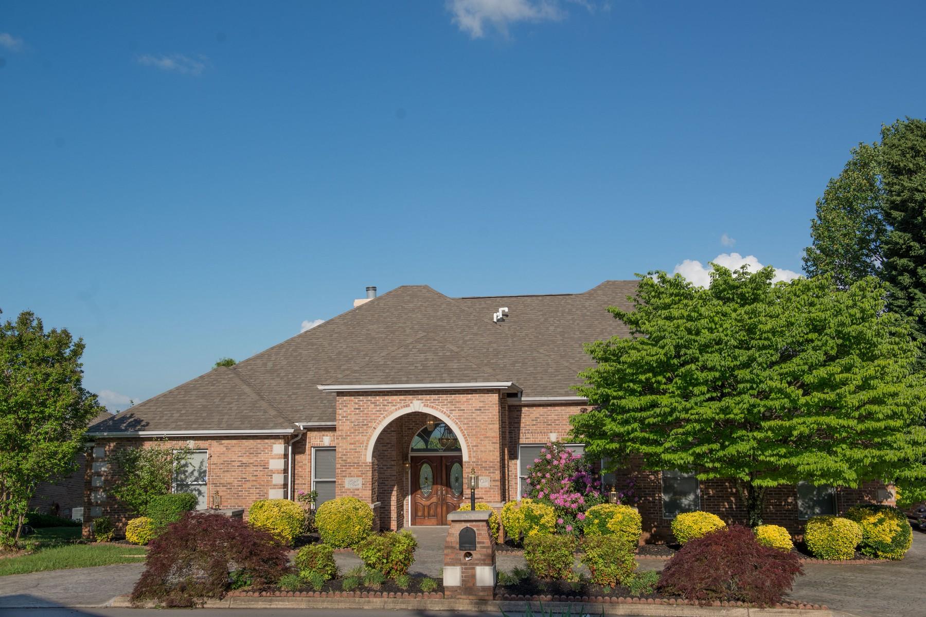 Villa per Vendita alle ore Beautiful Golf Course Home 3916 Legends Way Maryville, Tennessee, 37801 Stati Uniti