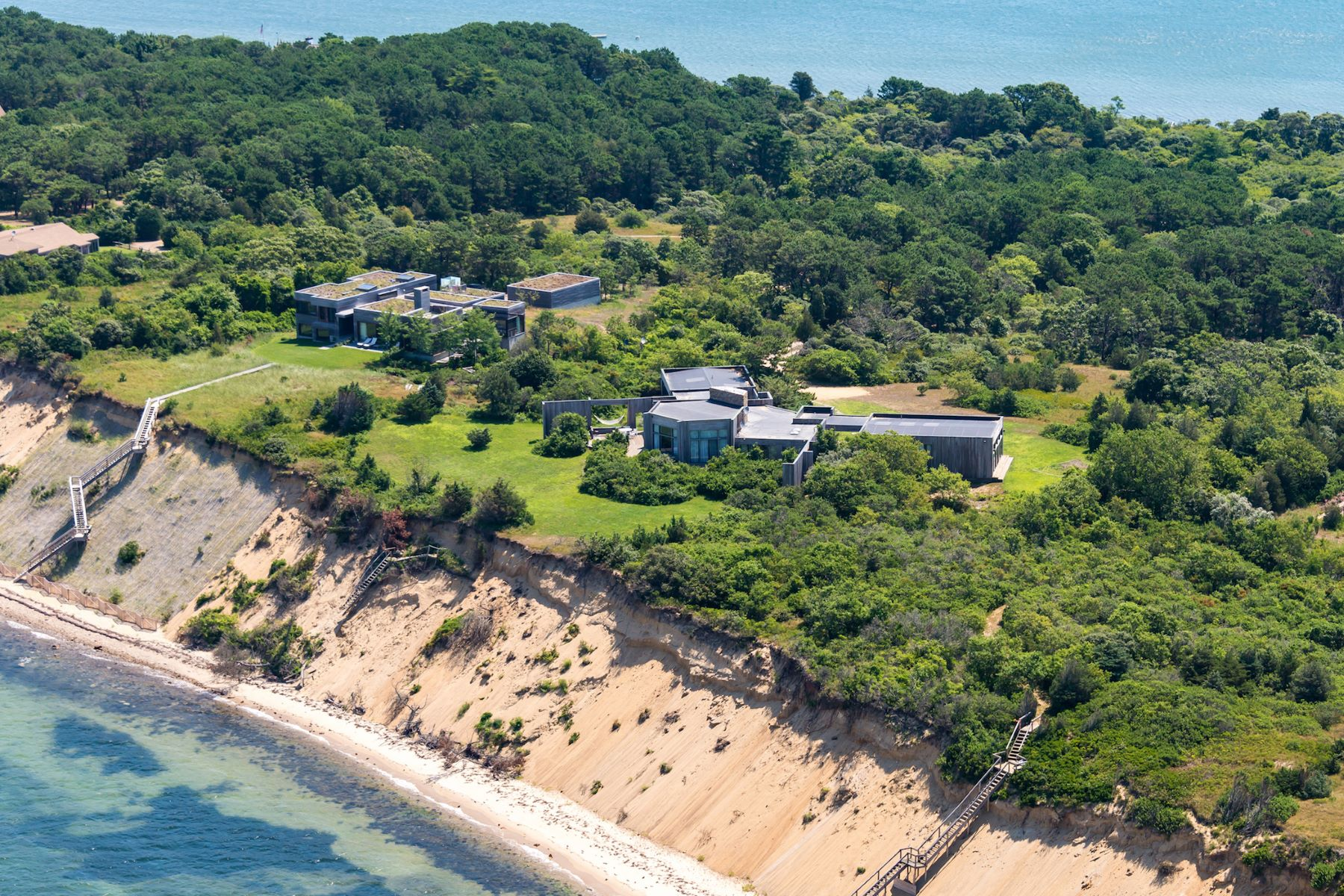 Additional photo for property listing at Waterfront perfection on Martha's Vineyard 23 North Neck Road Edgartown, Massachusetts 02539 États-Unis