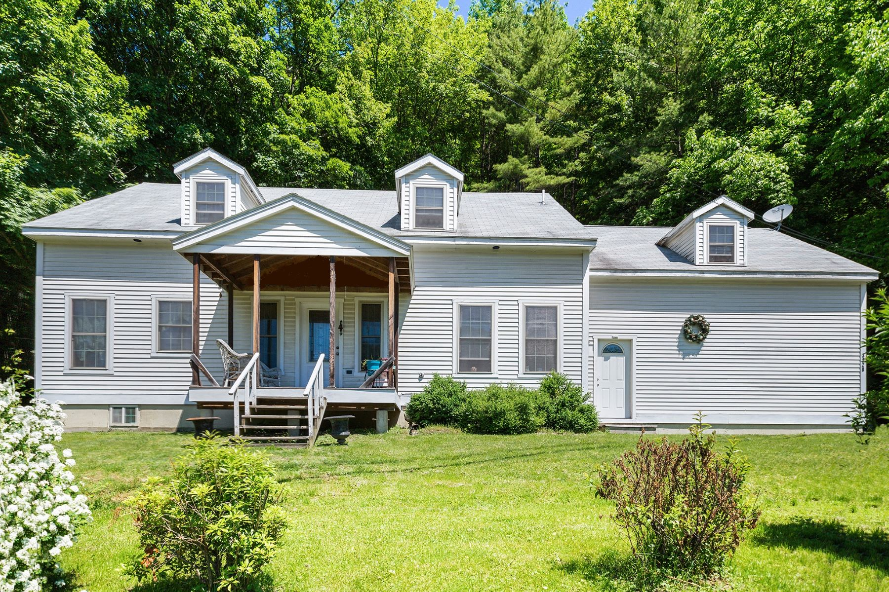 Single Family Homes for Sale at 3228 Vt 14 Route, Royalton 3228 Vt 14 Route Royalton, Vermont 05068 United States