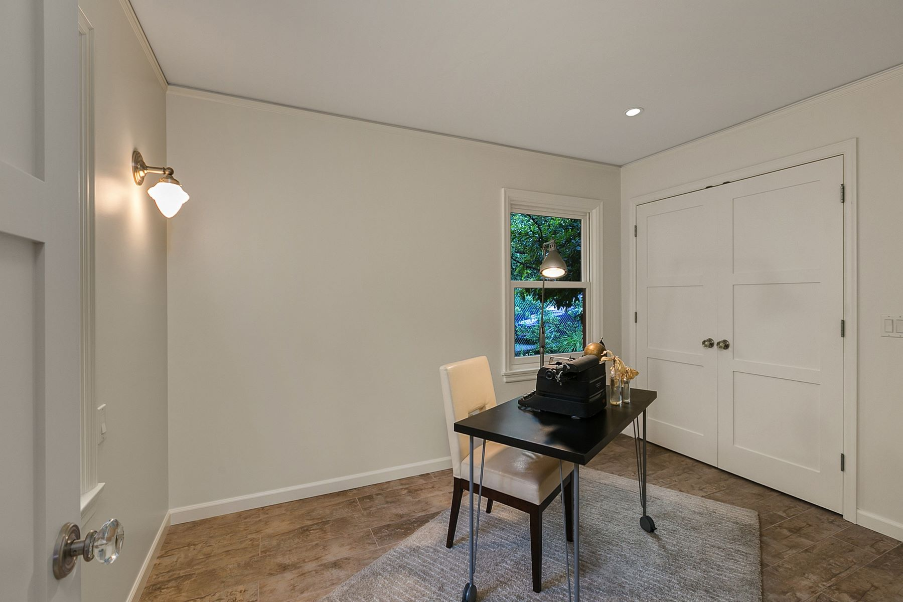 Additional photo for property listing at Seattle Contemporary Craftsman 5907 Linden Ave N Seattle, Washington 98103 États-Unis