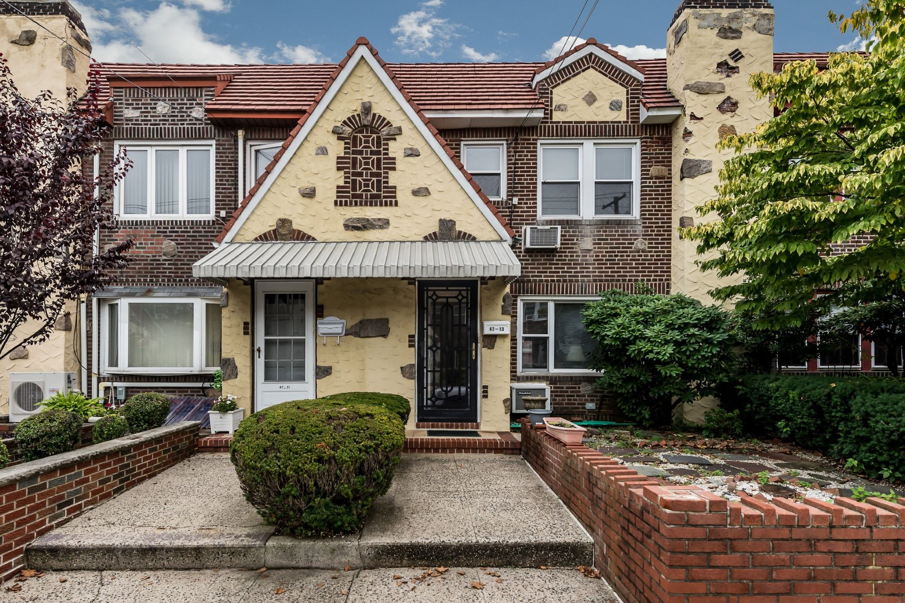 Single Family Home for Sale at 47-13 189th St , Flushing, NY 11358 47-13 189th St Flushing, New York 11358 United States