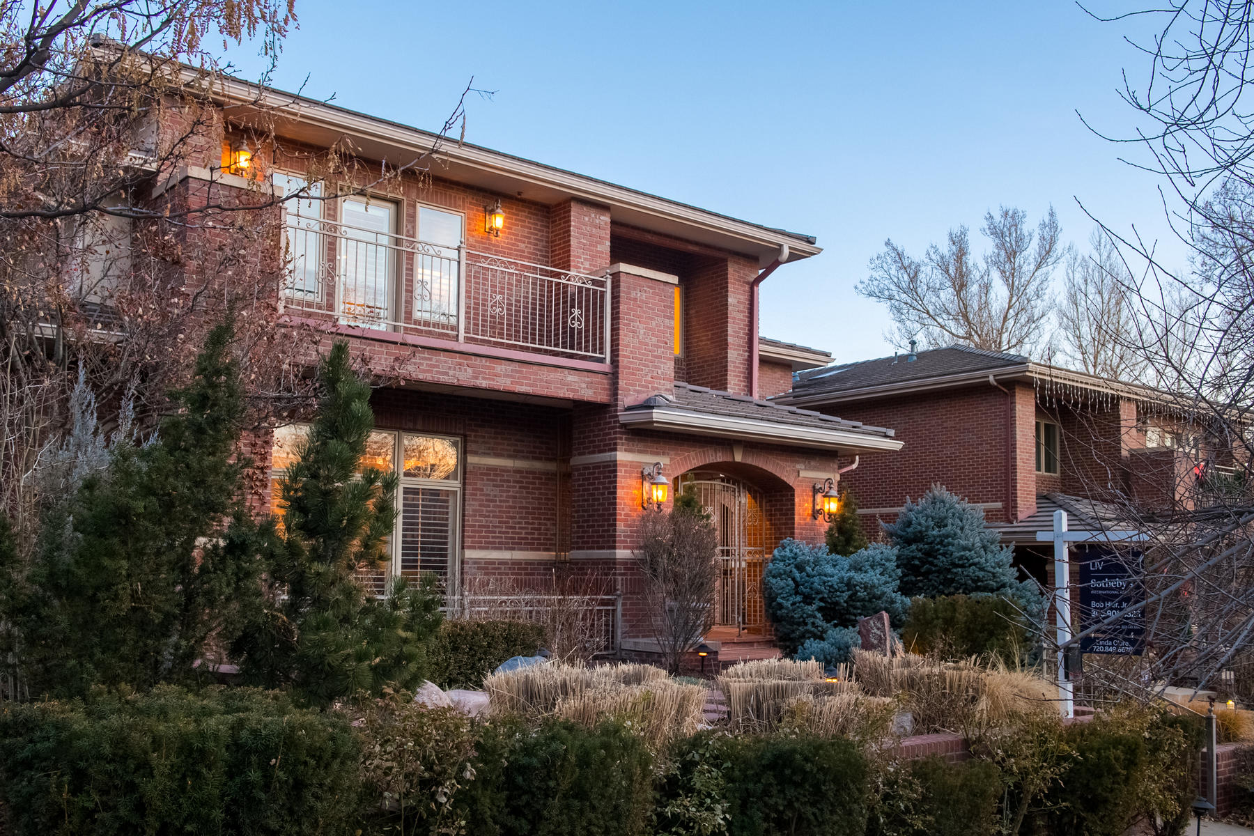 Townhouse for Active at Desirable Cherry Creek North, walking distance to restaurants and shopping. 418 Steele St Denver, Colorado 80206 United States
