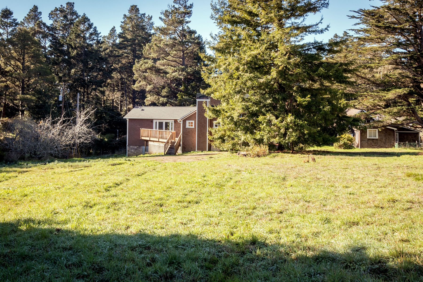 Additional photo for property listing at Mendocino Mix of Traditional & Modern 10501 Hills Road Mendocino, California 95460 United States