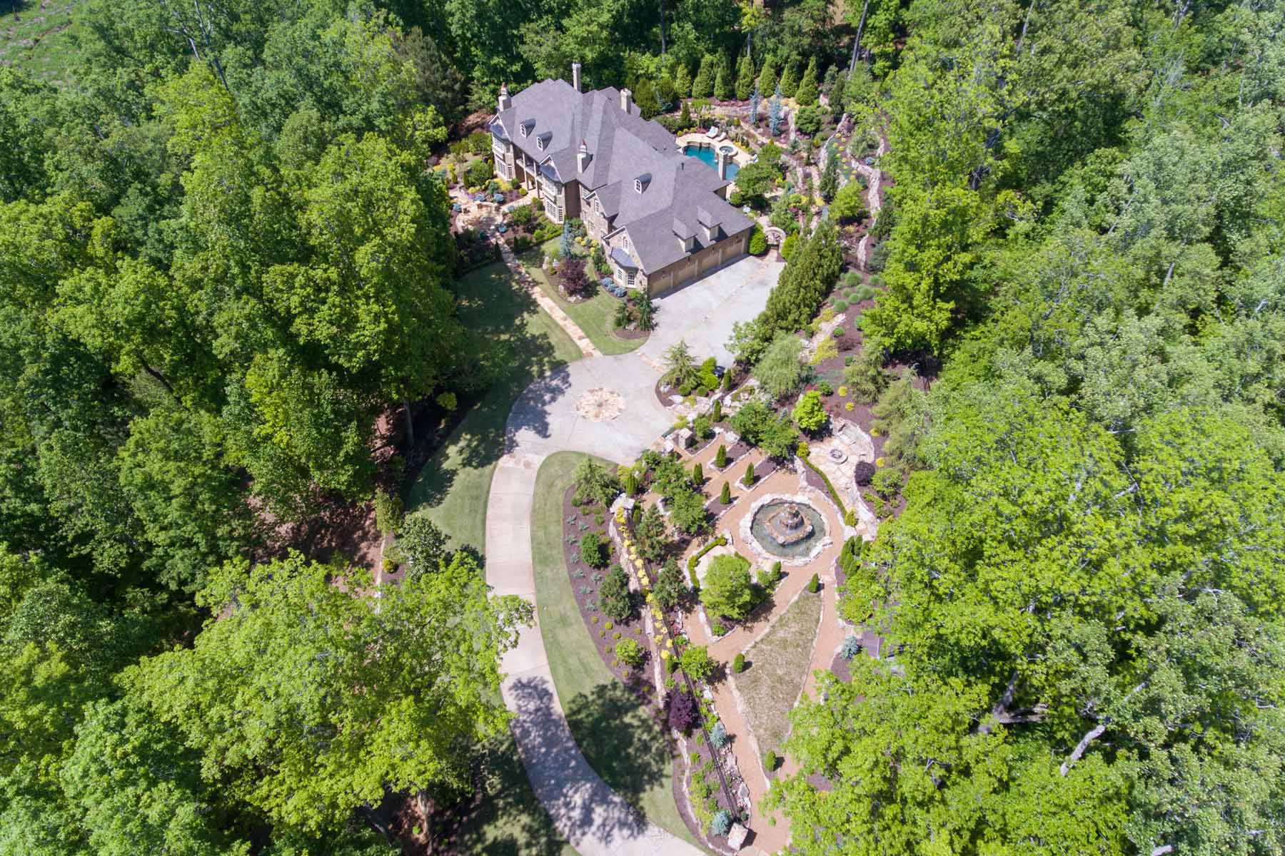 Villa per Vendita alle ore Absolutely stunning custom European-inspired estate 190 Allmond Lane Alpharetta, Georgia, 30004 Stati Uniti