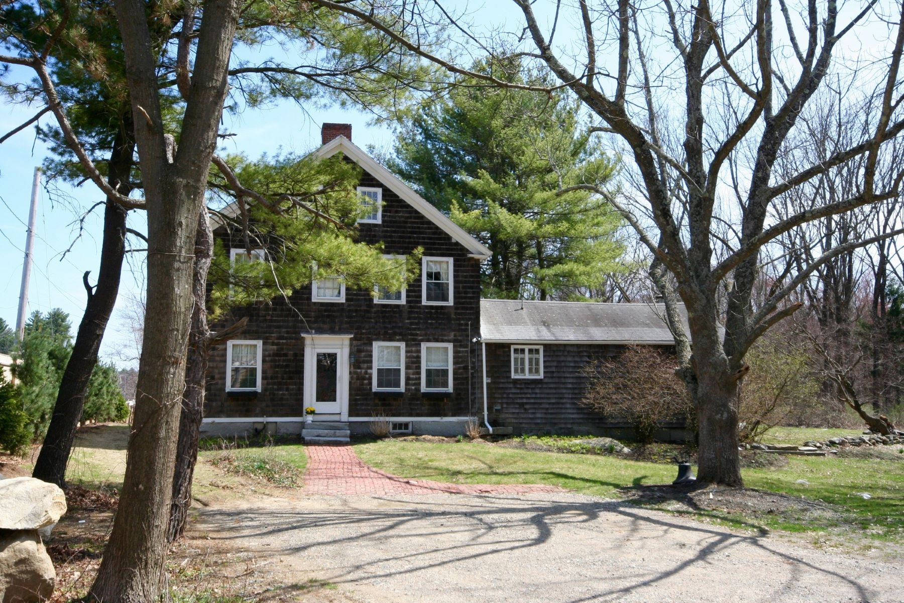 Maison unifamiliale pour l Vente à Abundant sunlight & charm 63 Cambridge Turnpike Lincoln, Massachusetts, 01773 États-Unis