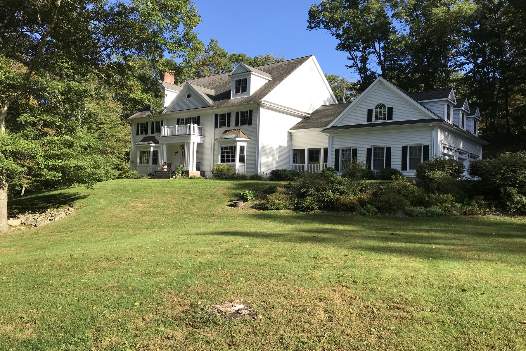 Частный односемейный дом для того Продажа на The Perfect Family Home 487 Bedford Center Road Bedford, Нью-Йорк 10506 Соединенные Штаты