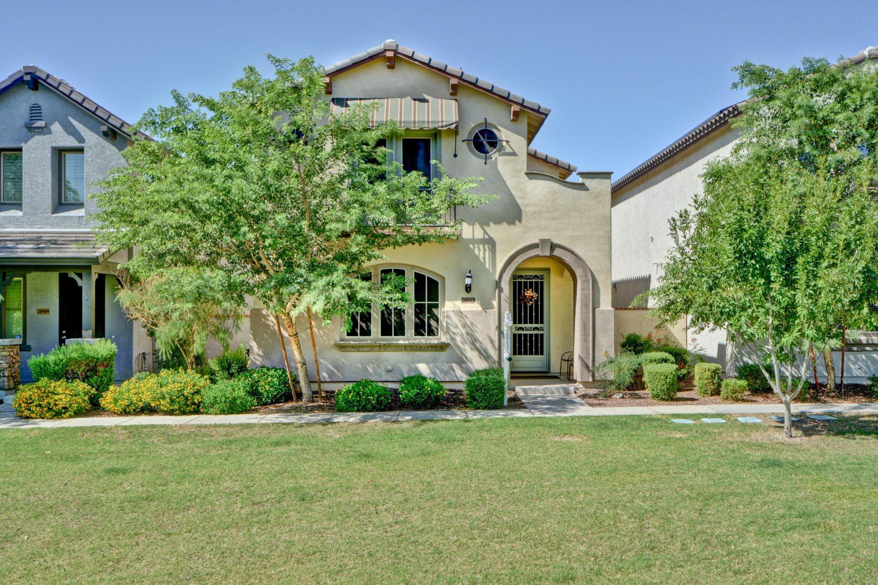 Single Family Homes por un Venta en Heart Of Verrado In The Heritage District 20913 W MAIDEN LN Buckeye, Arizona 85396 Estados Unidos