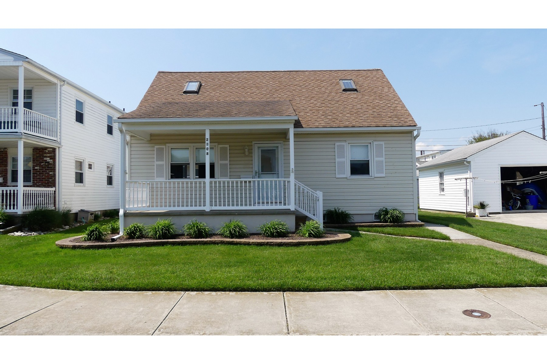 Single Family Homes for Sale at Cute Cottage 2308 Haven Avenue Ocean City, New Jersey 08226 United States