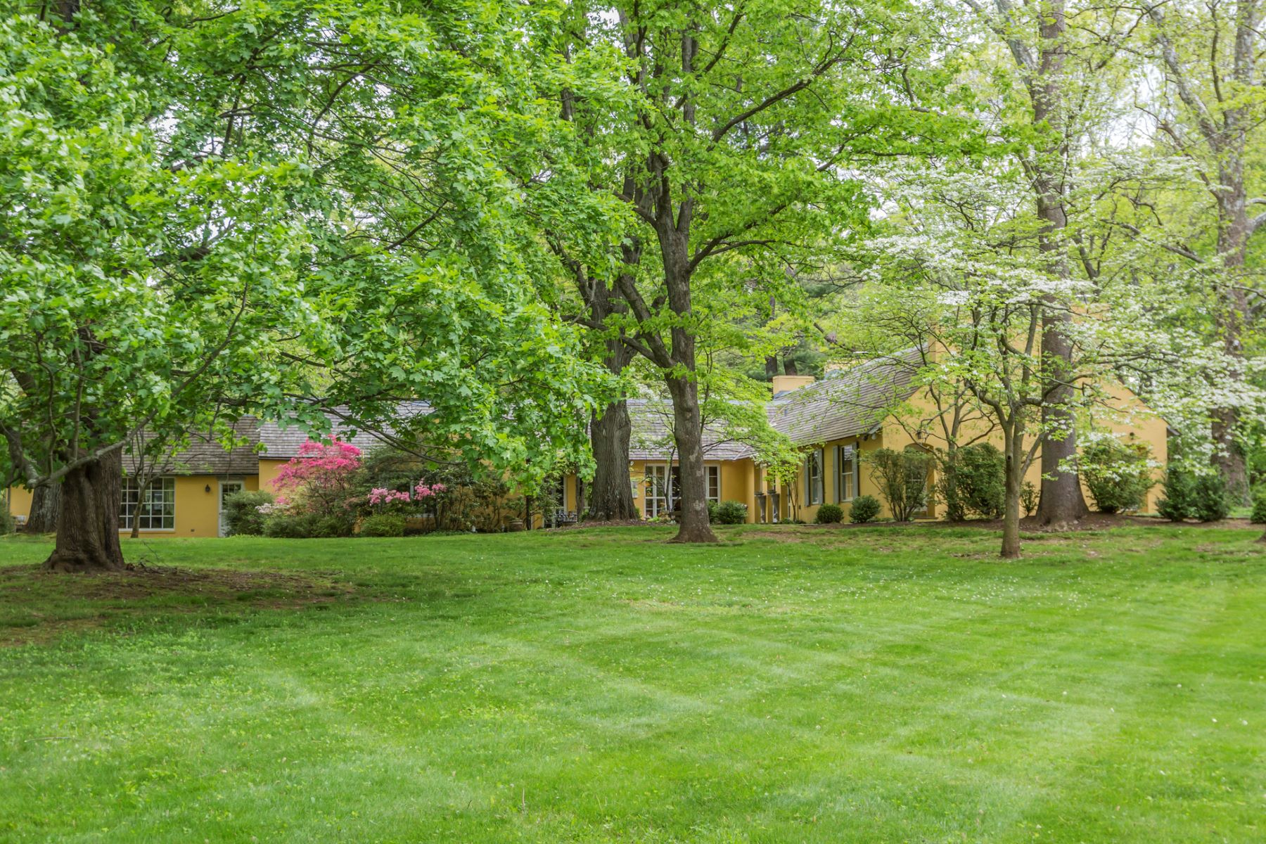 Eensgezinswoning voor Verkoop een t Secluded European Estate Setting - Lawrence Township 44 Fackler Road, Princeton, New Jersey 08540 Verenigde StatenIn/Rond: Lawrence Township