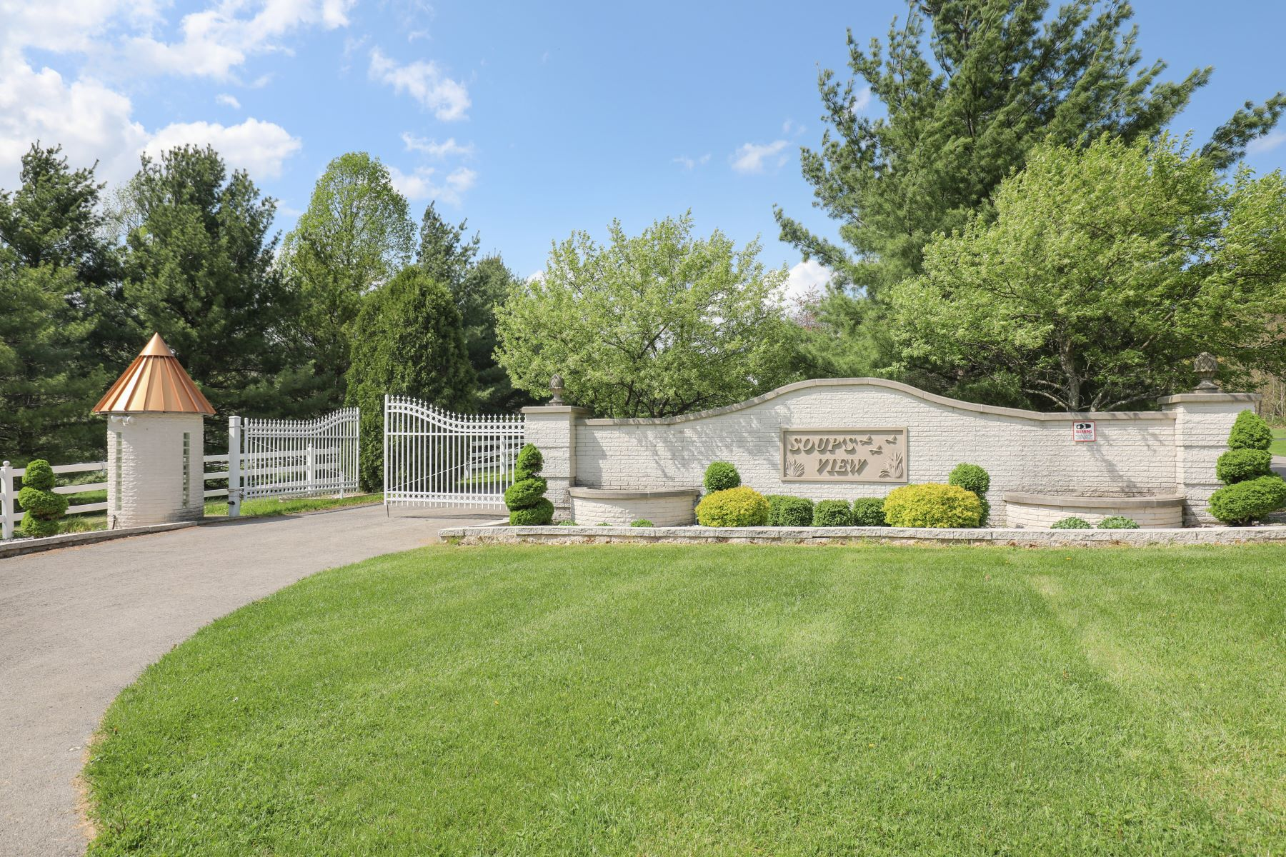 Additional photo for property listing at Grand Equestrian Estate on Shenango Lake 101 Carrier Road Transfer, Pennsylvania 16154 United States