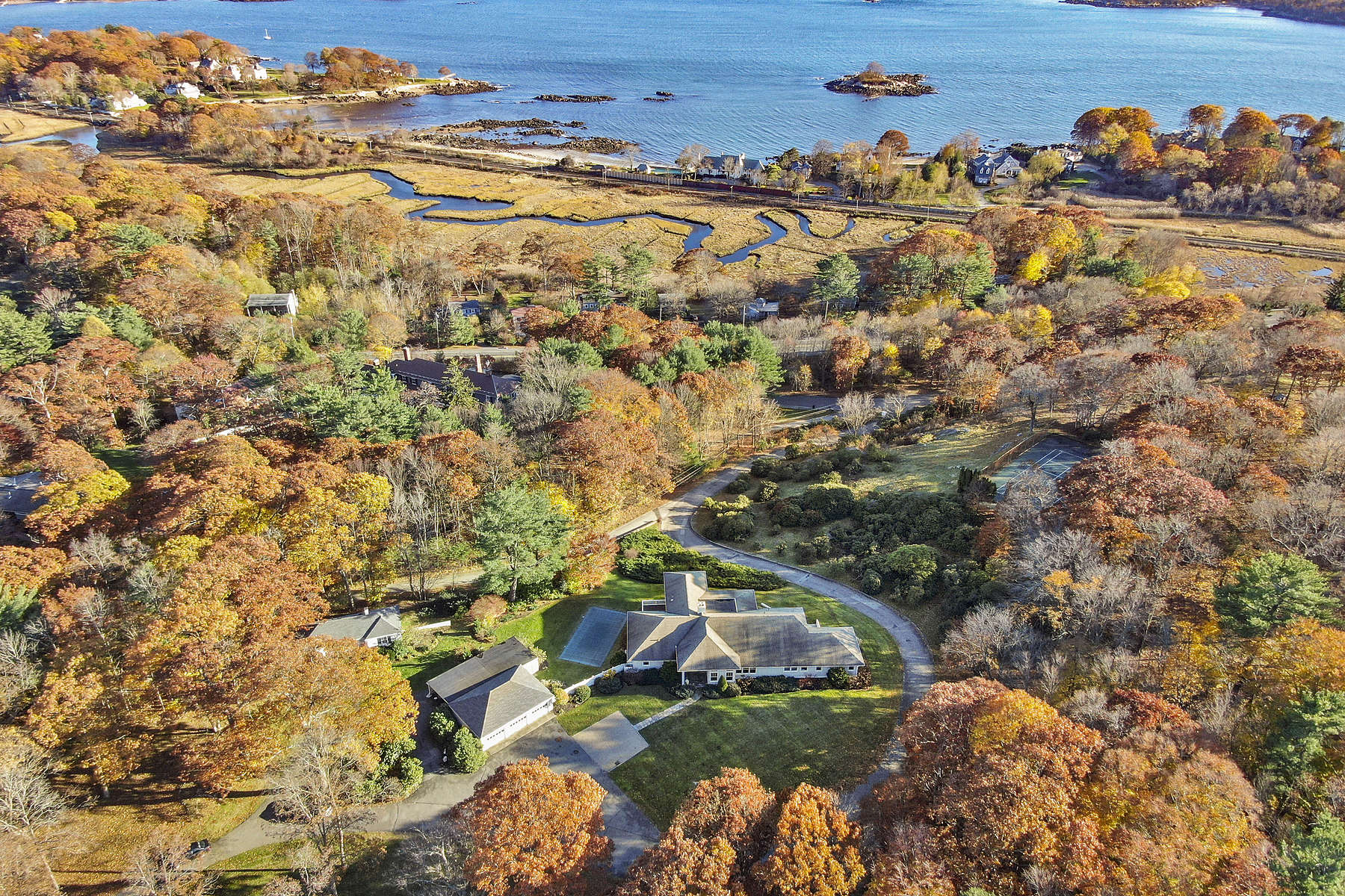 Single Family Home for Active at Exceptional Hilltop Estate In Desirable Beverly Farms 980 Hale St Beverly, Massachusetts 01915 United States
