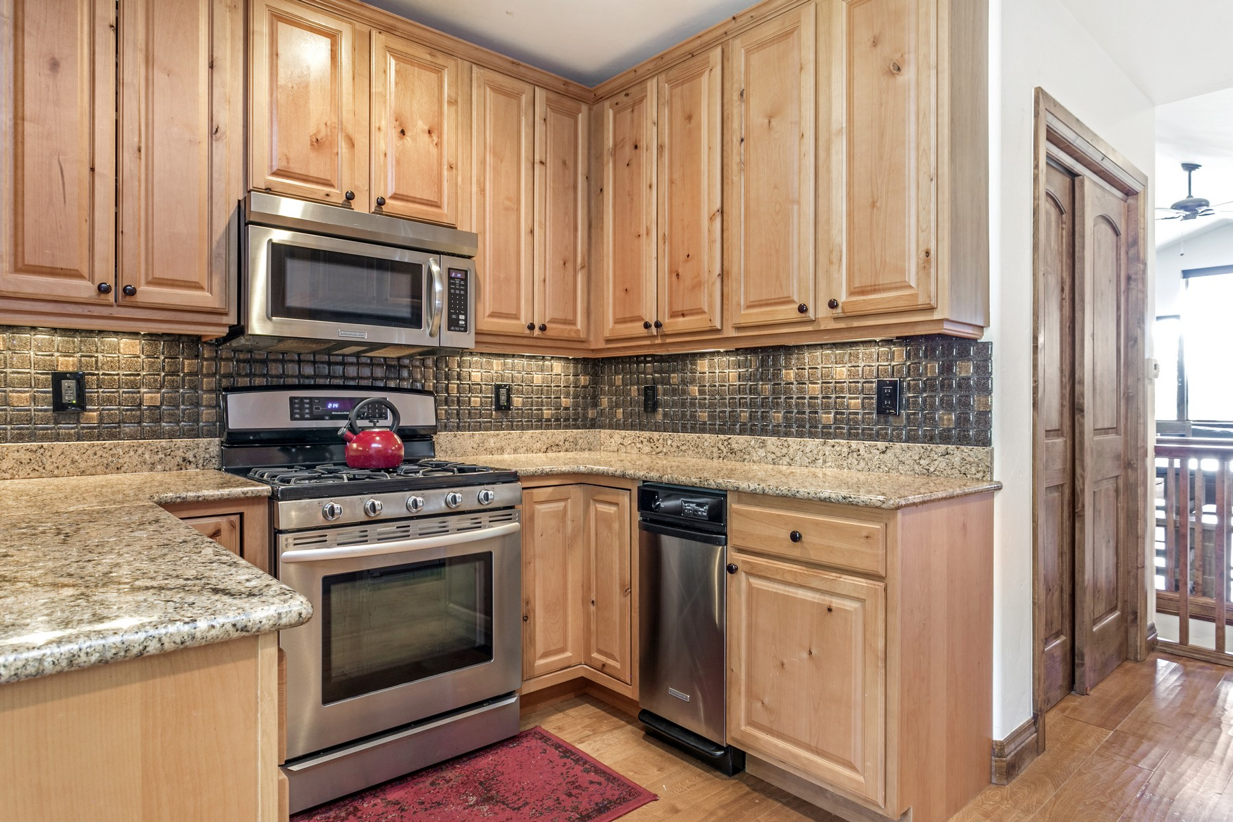 Additional photo for property listing at Mountain View Townhomes #B 3070 Wildridge Road #B Avon, Colorado 81620 United States