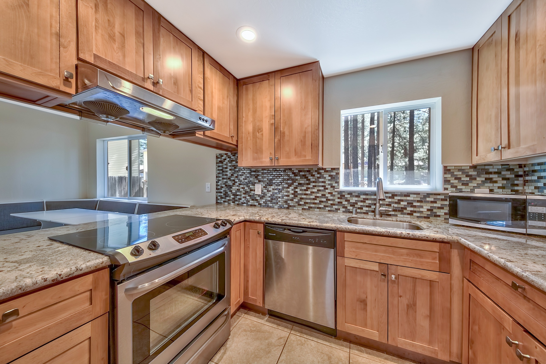 Additional photo for property listing at 3681 Primrose Road, South Lake Tahoe CA 96150 3681 Primrose Road 南太浩湖, 加利福尼亚州 96150 美国
