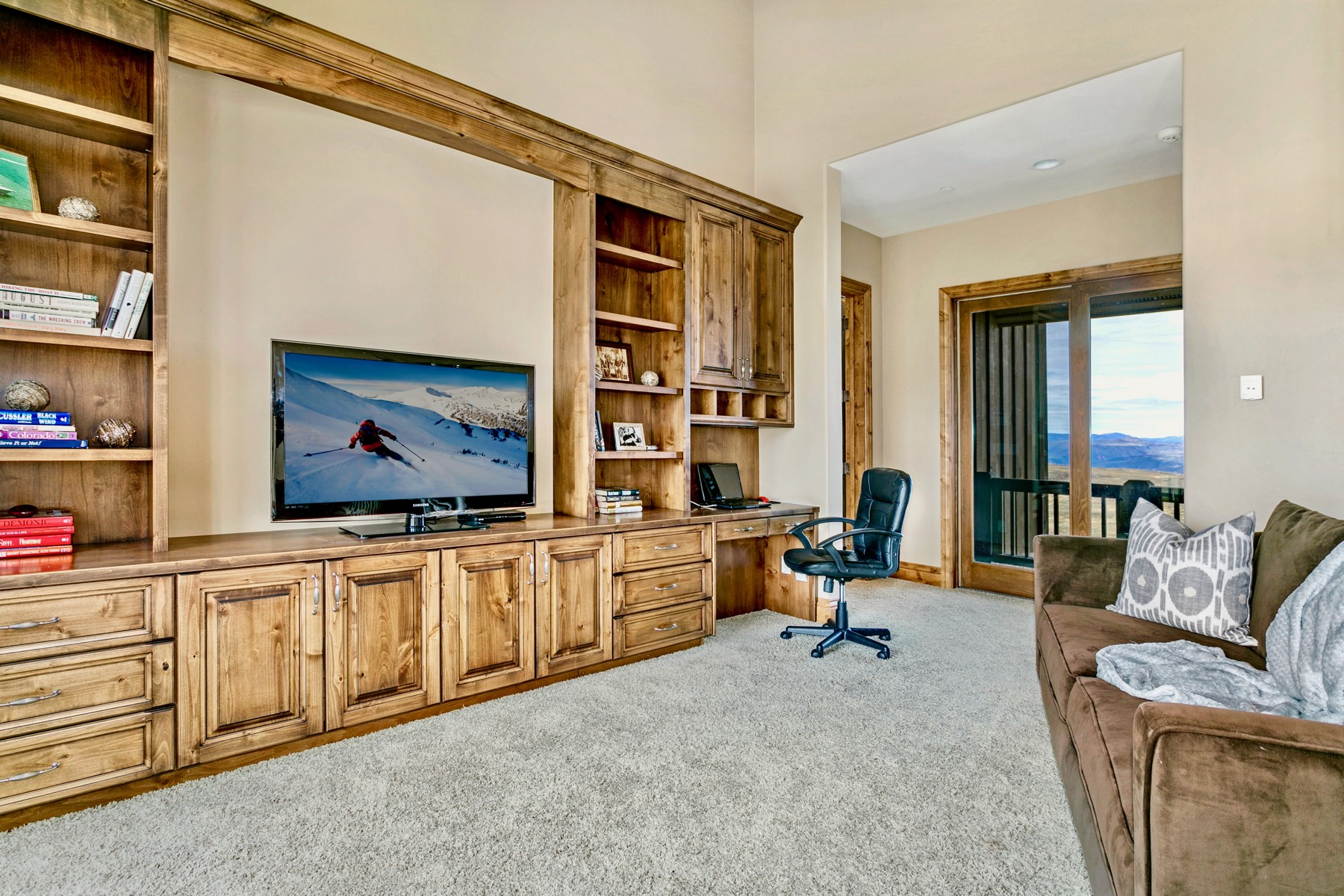 Additional photo for property listing at Summit Golf Course custom home in Cordillera on the 8th hole. 1117 Summit Trail Edwards, Colorado 81632 United States