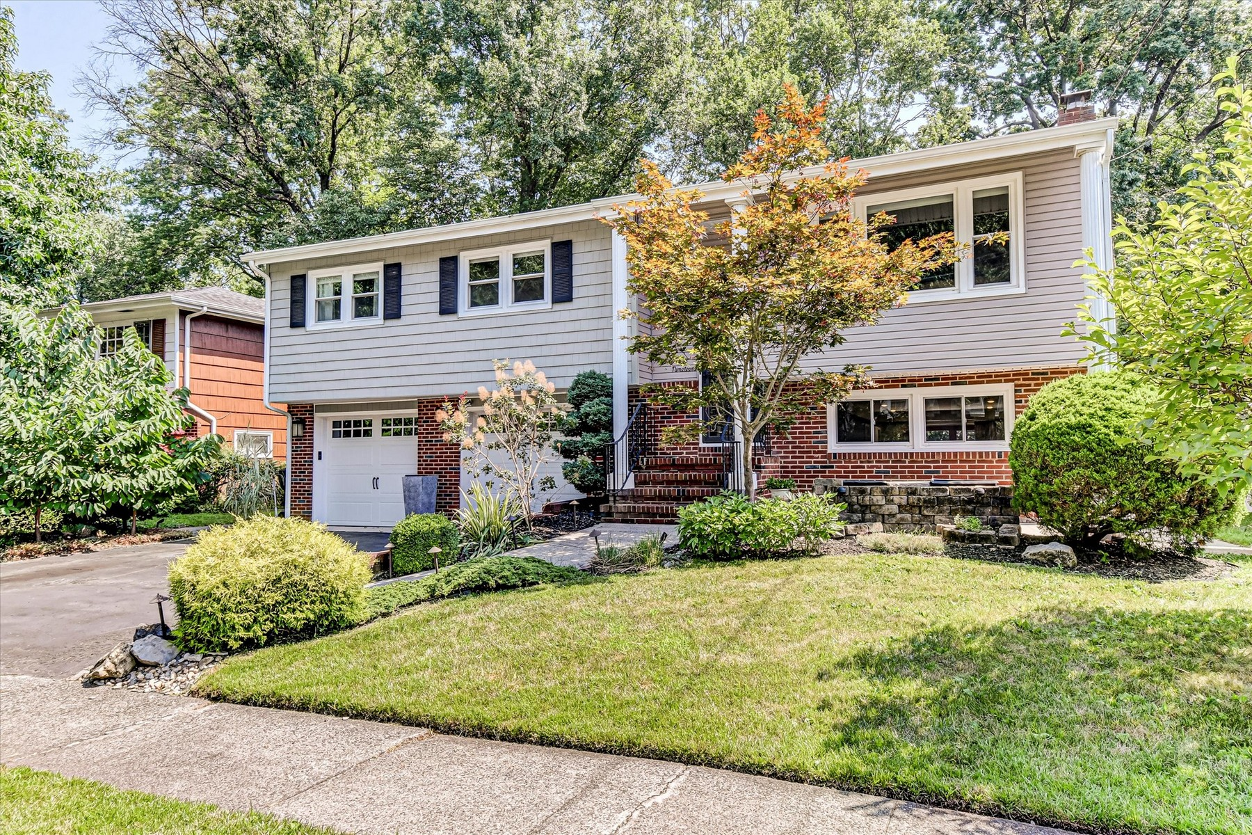 Single Family Homes for Sale at 19 Clayton Ct, Woodbridge 19 Clayton Ct. Woodbridge, New Jersey 07095 United States