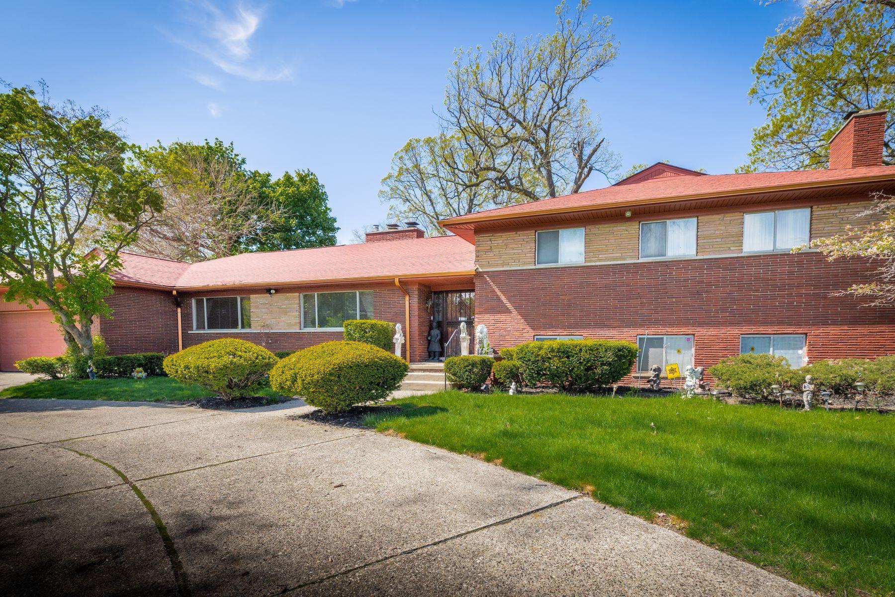 Single Family Homes 为 销售 在 Detroit 1250 W 7 Mile Rd Detroit, 密歇根州 48203 美国
