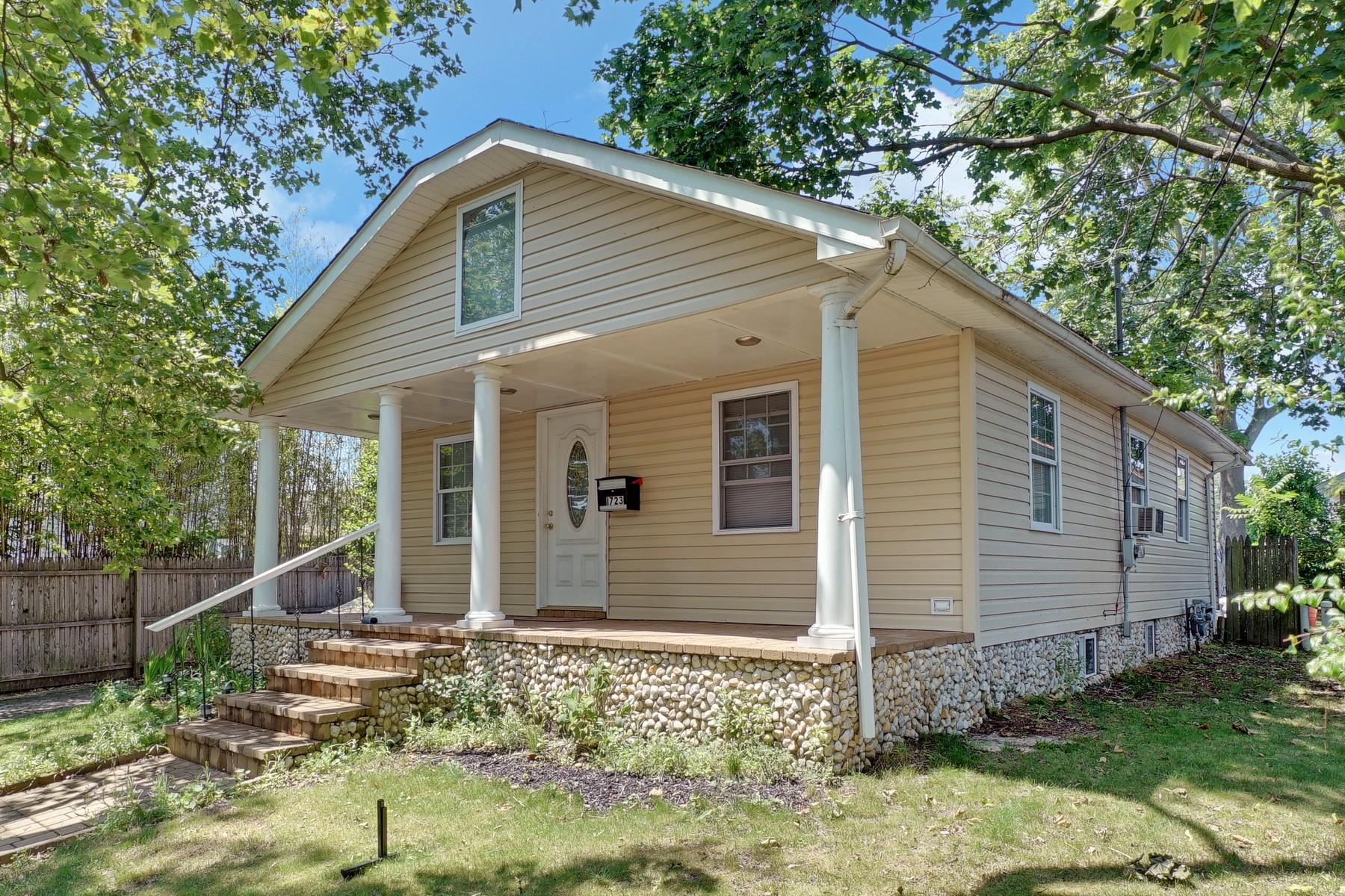 Maison unifamiliale pour l Vente à Renovated Ranch Near Beach 1723 Newman St Lake Como, New Jersey, 07719 États-Unis