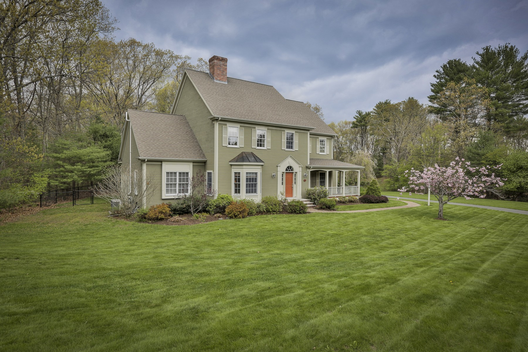 Maison unifamiliale pour l Vente à Refined East Boxford Colonial 27A Powderhouse Lane Boxford, Massachusetts, 01921 États-Unis