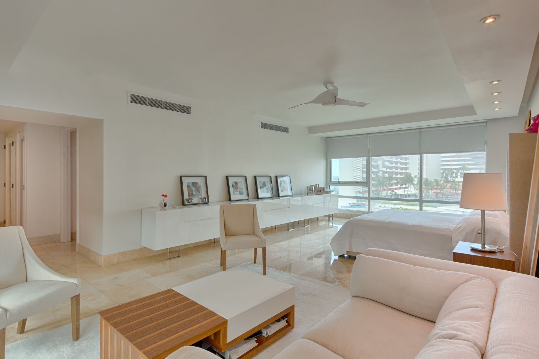 Additional photo for property listing at Space and Views Abound 1052 Ashford Avenue Apt. 6C San Juan, 00907 Puerto Rico