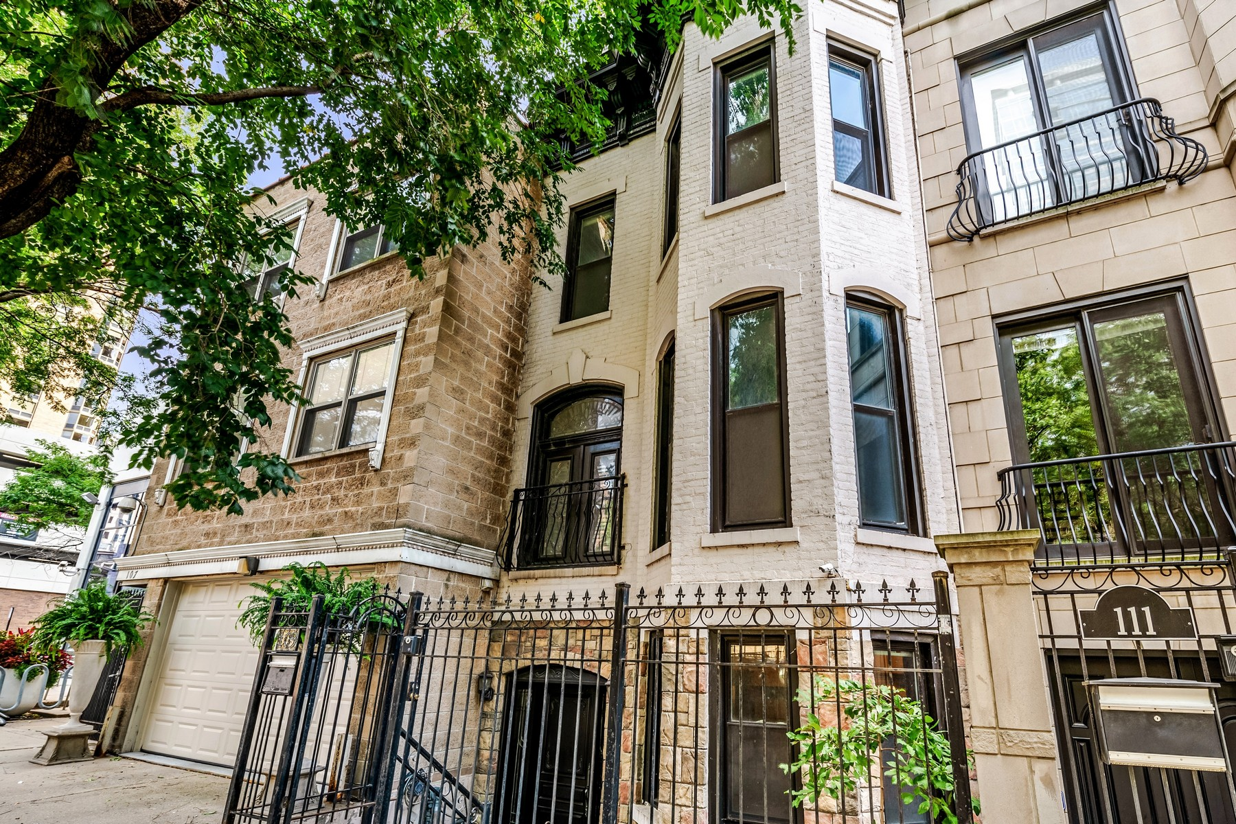 townhouses for Rent at Beautiful Gold Coast Rental 109 W Elm Chicago, Illinois 60610 United States