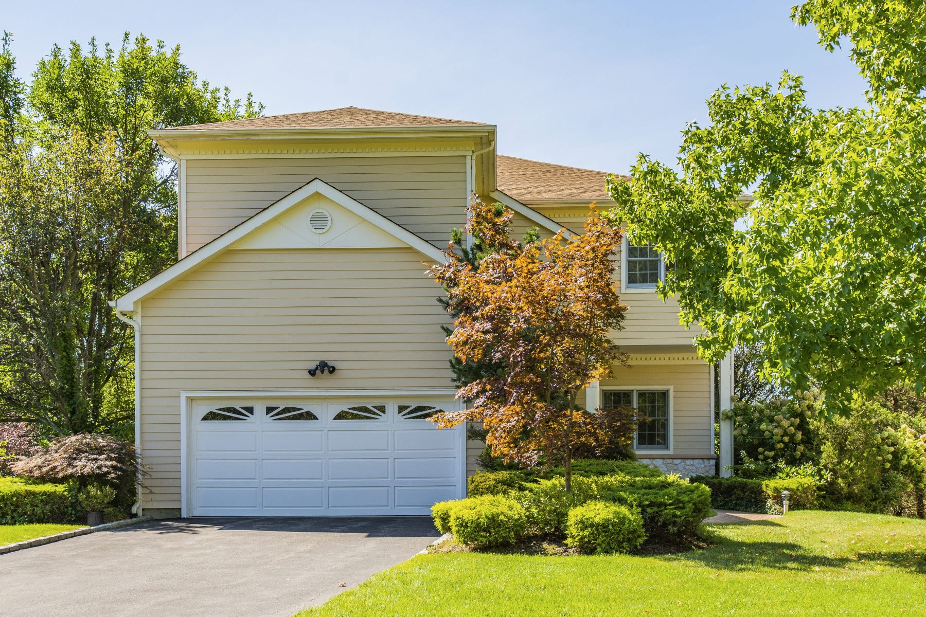 Частный односемейный дом для того Продажа на 469 Greenbriar Ct , Roslyn, NY 11576 469 Greenbriar Ct Roslyn, Нью-Йорк 11576 Соединенные Штаты