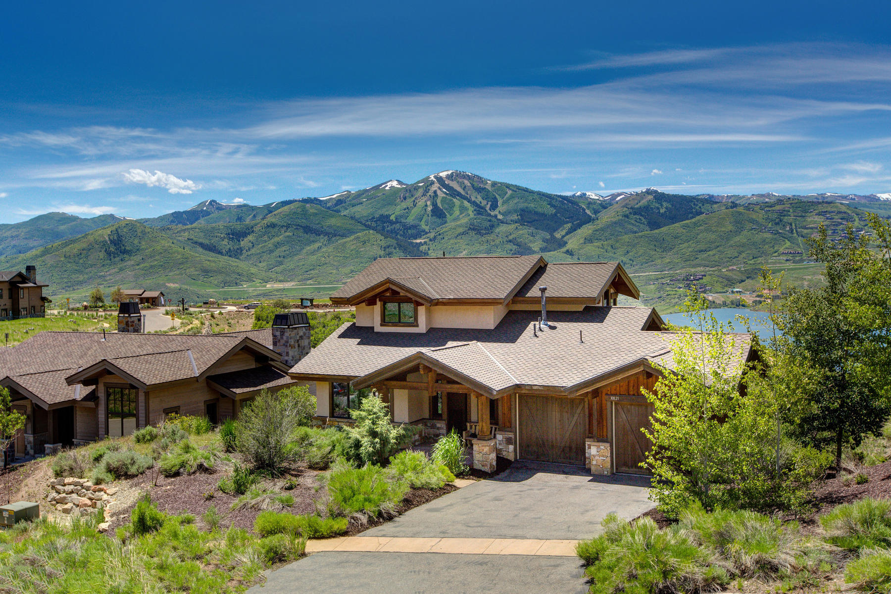 Single Family Homes vì Bán tại Hideout Townhome with Gorgeous Lake, Mountain and Deer Valley Views 10821 N Hideout Cove, Hideout Canyon, Utah 84036 Hoa Kỳ