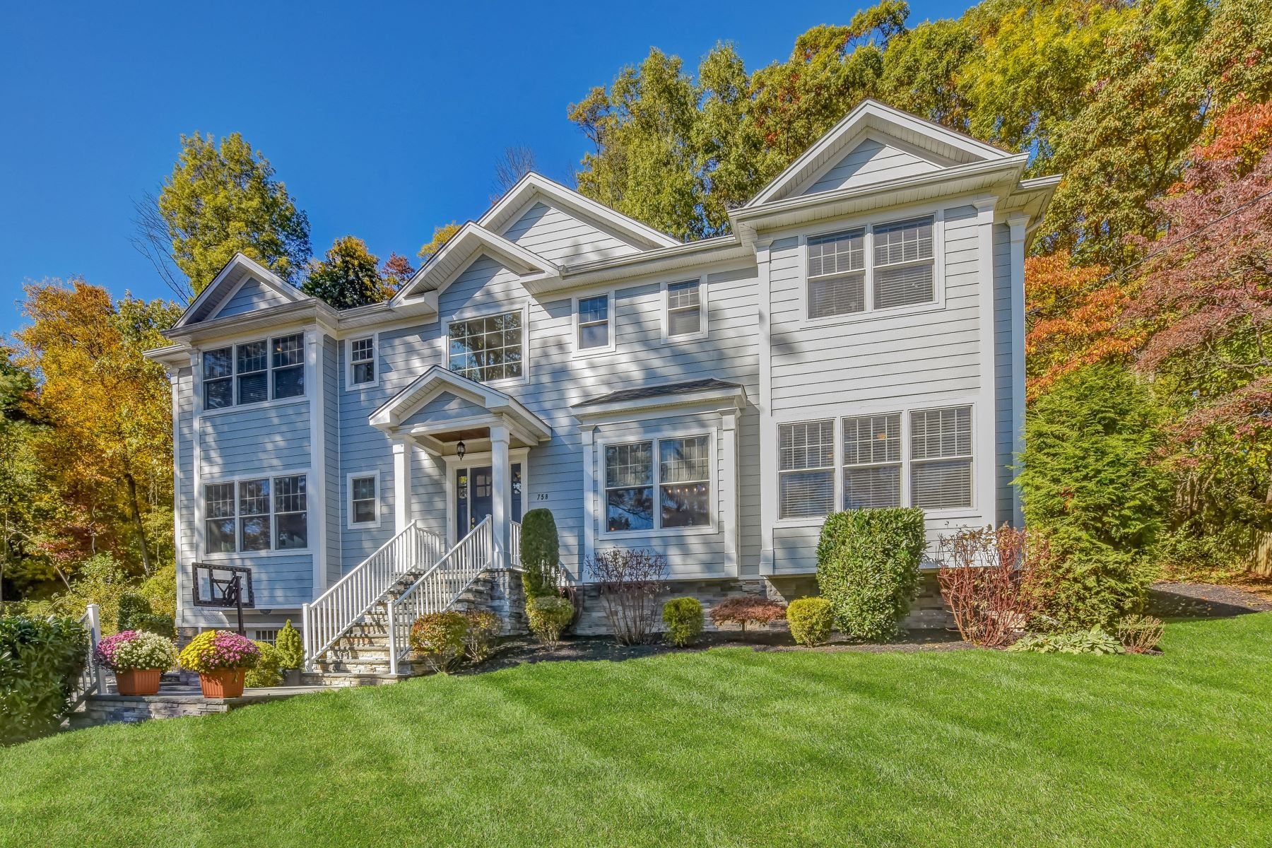 Single Family Homes for Sale at Beautiful Center Hall Colonial 758 River Road Chatham, New Jersey 07928 United States