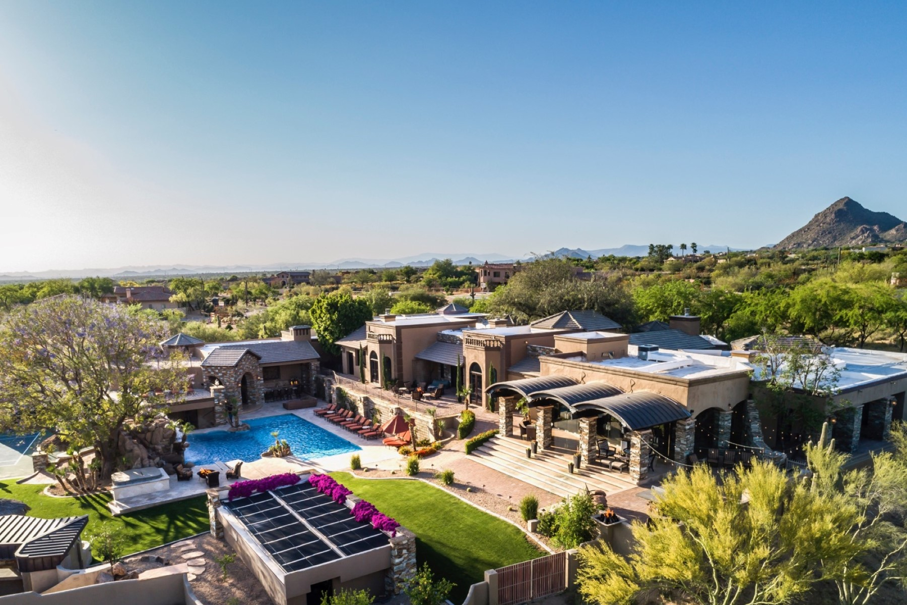 Maison unifamiliale pour l Vente à Private 8 plus acre North Scottsdale Estate 23035 N Church Road Scottsdale, Arizona, 85255 États-Unis