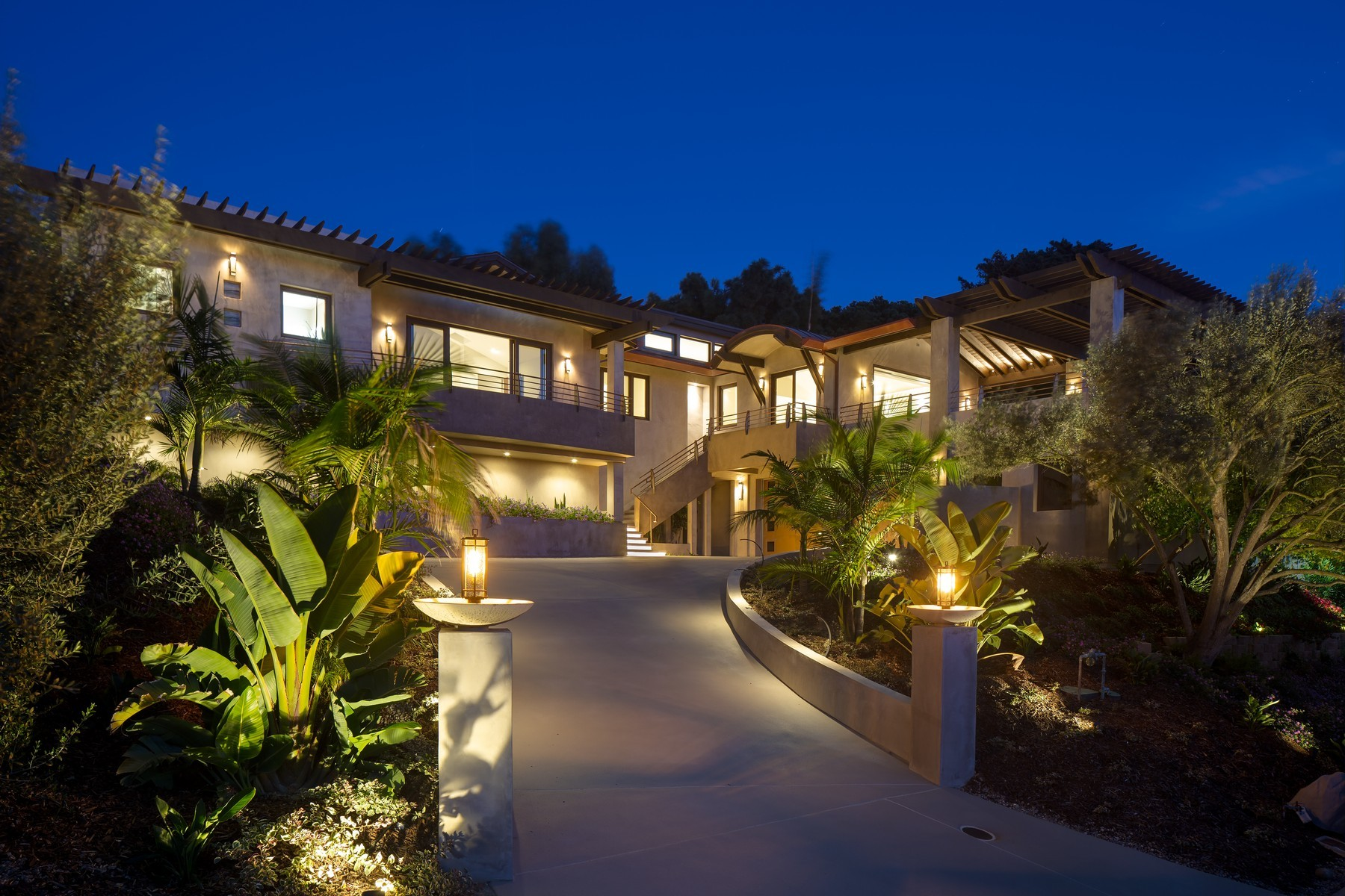 Single Family Homes for Active at New Sustainable and Modern La Jolla Home with Ocean Views 7857 Esterel Dr. La Jolla, California 92037 United States