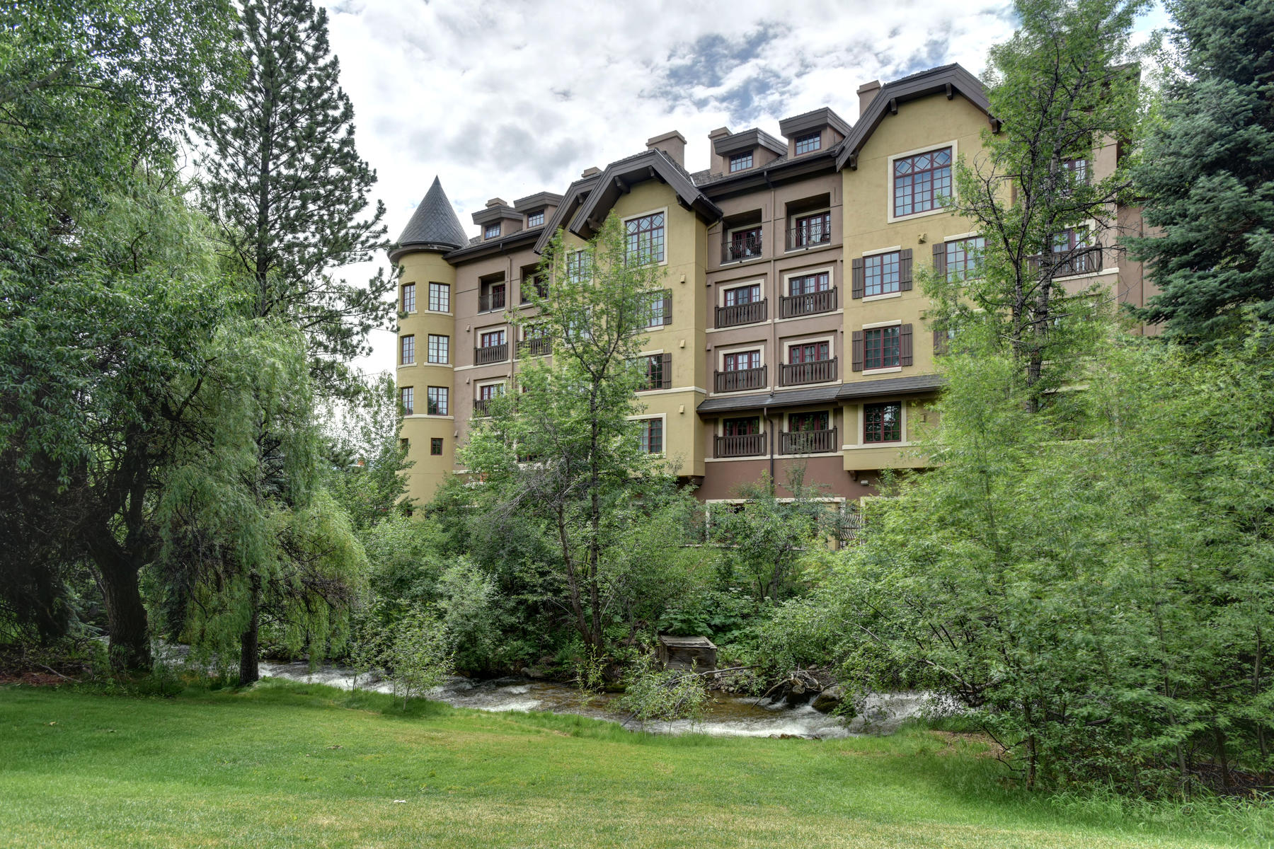 Condominiums for Sale at The Ascent Residences #205 38390 Highway 6 #205 Avon, Colorado 81620 United States