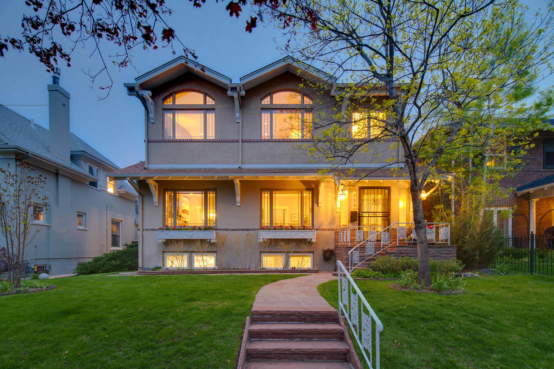 Single Family Homes для того Продажа на Amazing opportunity on one of the best blocks in Congress Park 936 Detroit Street, Denver, Колорадо 80206 Соединенные Штаты