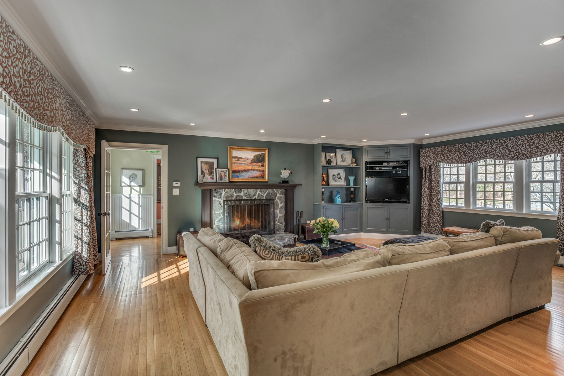 """Additional photo for property listing at Colonial in """"The Cove"""" 1 Brooks Circle Beverly, Massachusetts 01915 Estados Unidos"""