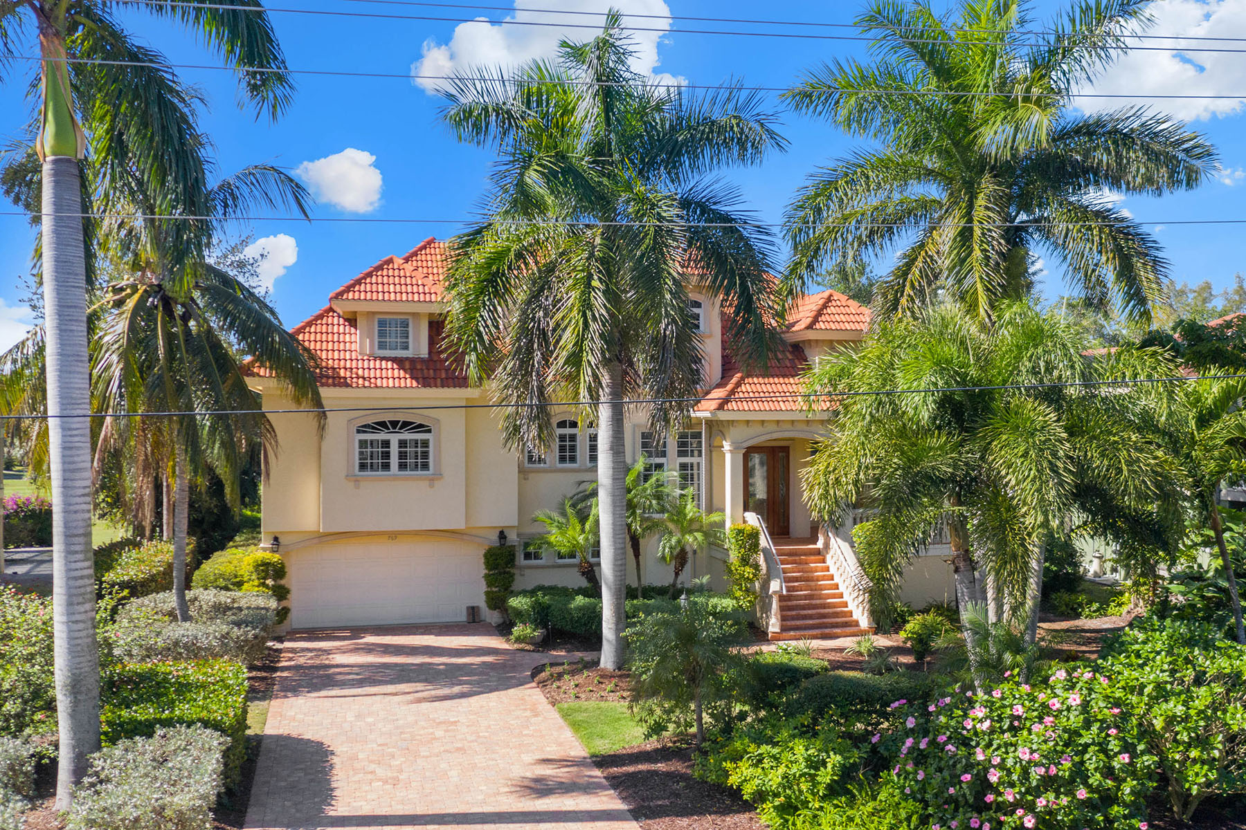 Single Family Homes for Sale at BEACHVIEW COUNTRY CLUB ESTATES 769 Pyrula Ave, Sanibel, Florida 33957 United States