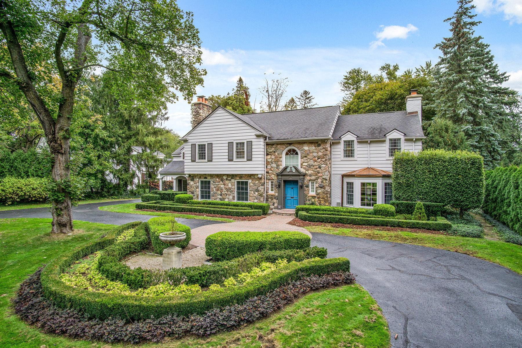Single Family Homes 为 销售 在 Birmingham 445 Arlington Street 伯明翰, 密歇根州 48009 美国