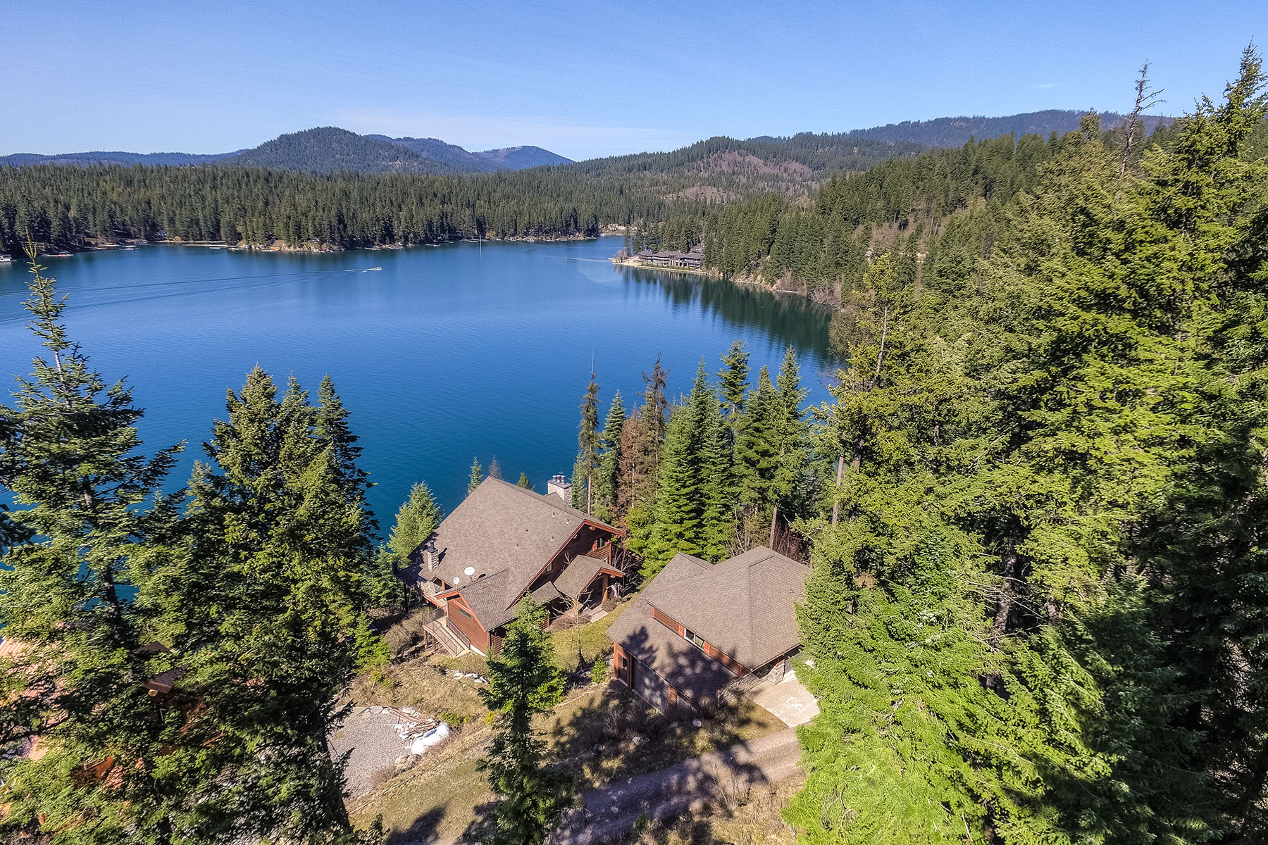Casa para uma família para Venda às Luxurious Hayden Lakefront Custom Home 8159 E Dal Dr Hayden, Idaho, 83835 Estados Unidos