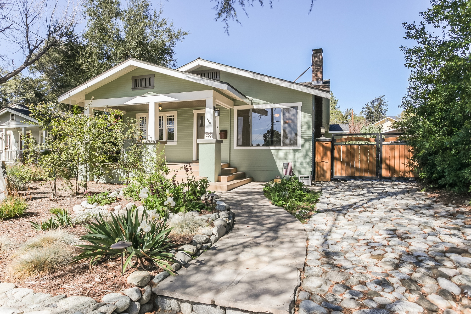 Single Family Home for Sale at 255 W 10th St, Claremont 91711 255 W 10th St Claremont, California 91711 United States
