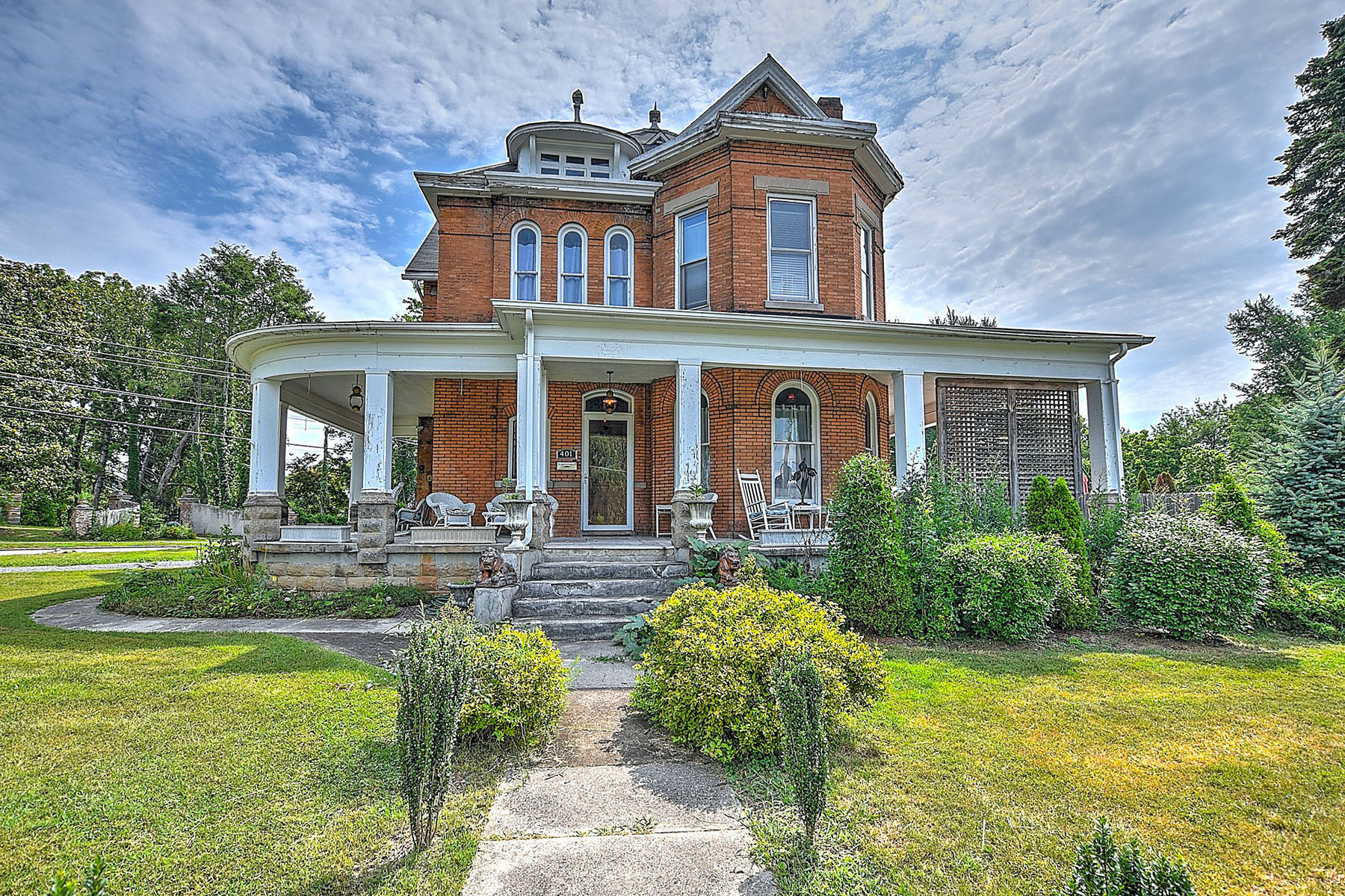 Single Family Homes pour l Vente à Extraordinary Historic Home In Bristol 401 Maryland Ave, Bristol, Tennessee 37620 États-Unis