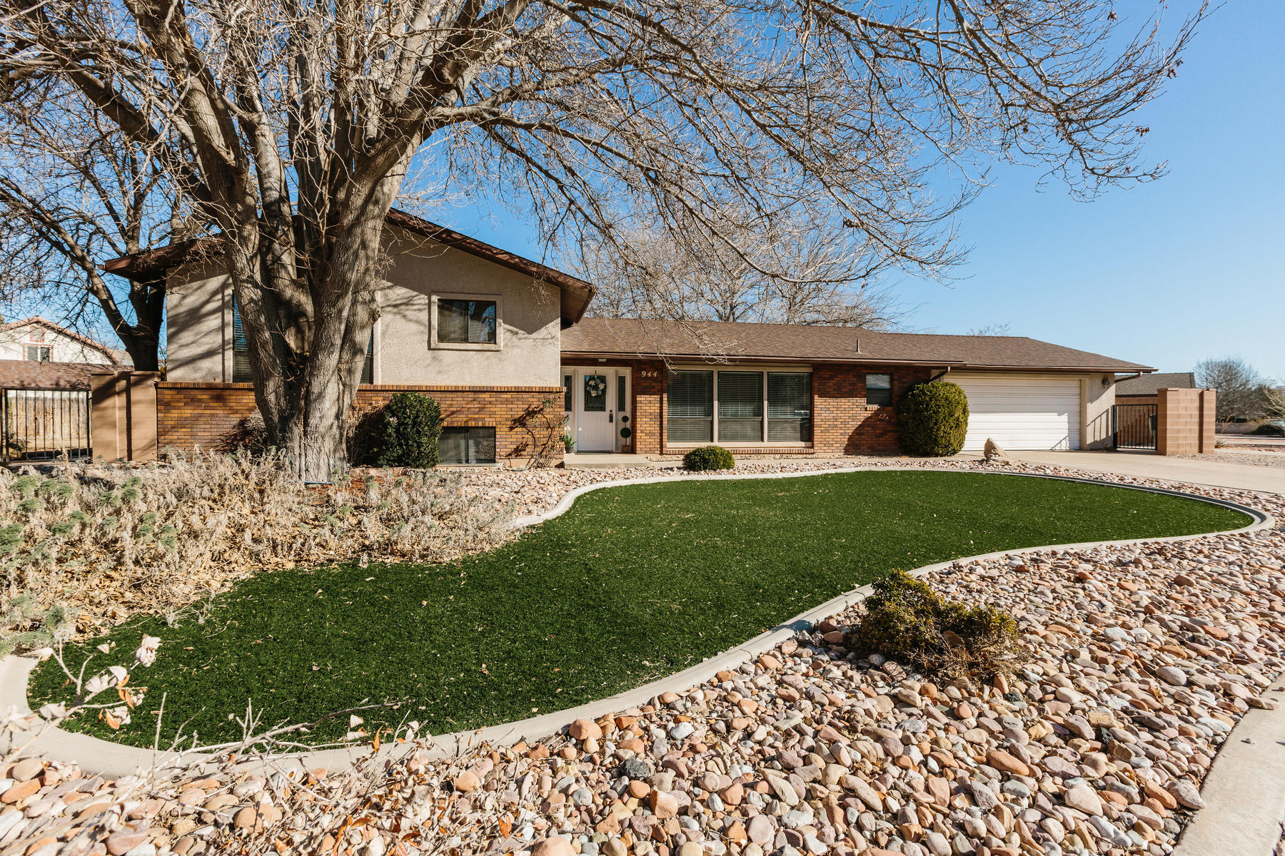 Single Family Home for Sale at Upgraded Bloomington Gardens 6bed/3b 944 Gardenia St. George, Utah 84790 United States