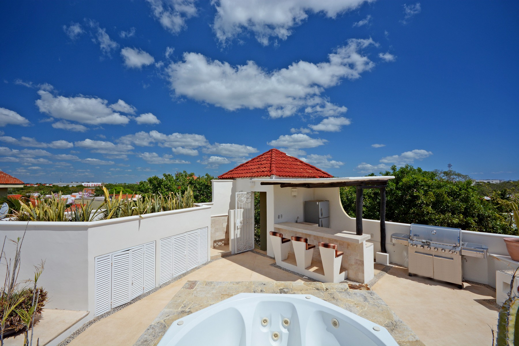 Additional photo for property listing at CASA AMIGOS Avenida Paseo Coba Playa Del Carmen, Quintana Roo 77710 México
