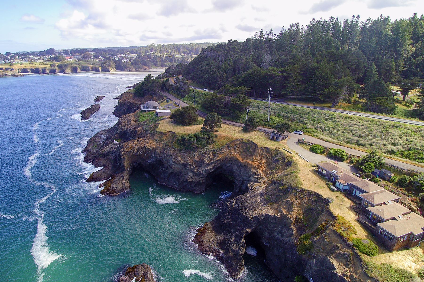 Casa Unifamiliar por un Venta en Iconic Views of Mendocino 9600 N Hwy One Mendocino, California 95460 Estados Unidos