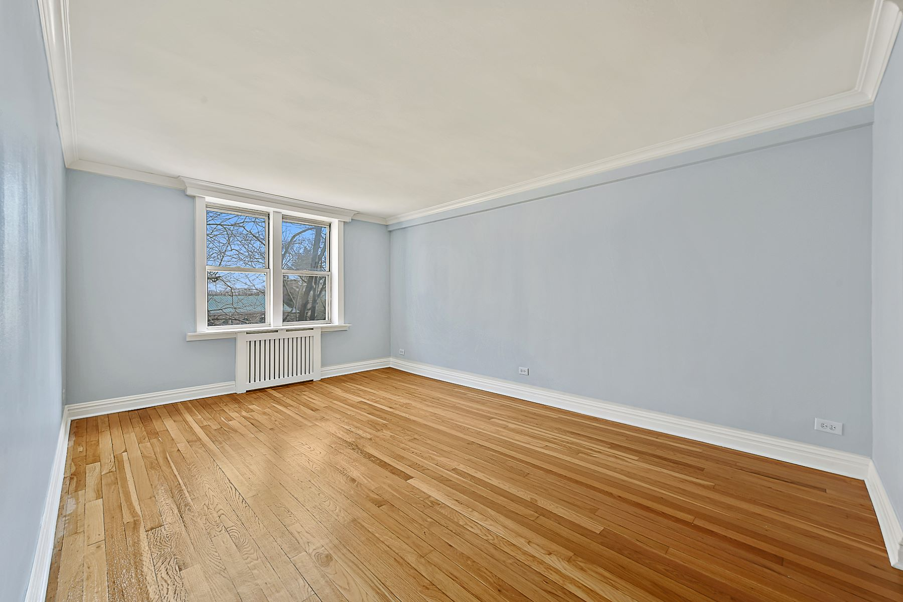 Co-op for Active at Newly Renovated Large 1 Bedroom with Terrace 5610 NETHERLAND AVENUE 1E Riverdale, New York 10471 United States
