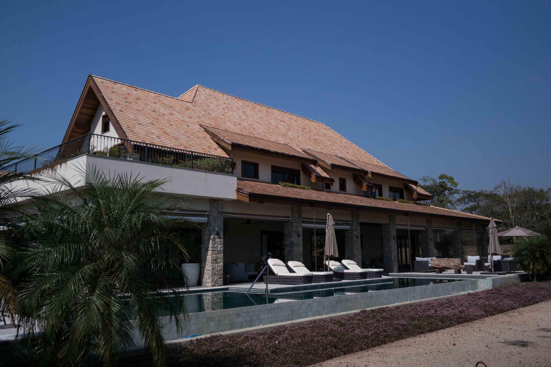 Частный односемейный дом для того Продажа на American Farm Style Rodovia Sumaré - Monte Mor Monte Mor, Сан-Паулу, 13190-000 Бразилия