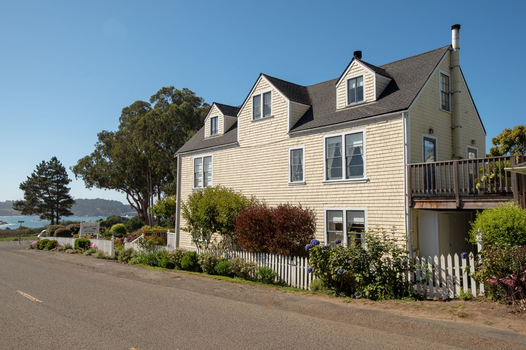 Additional photo for property listing at Headlands Inn 10453 Howard Street Mendocino, California 95460 United States