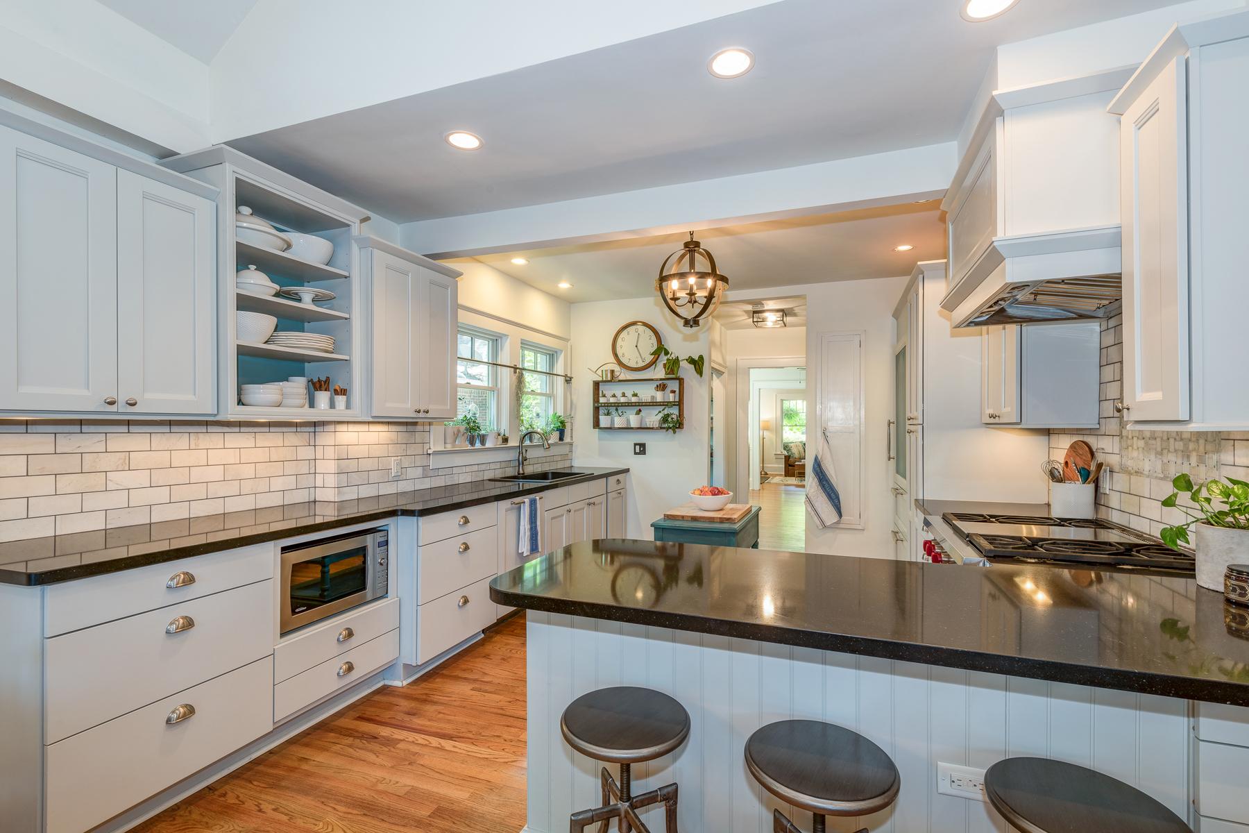 Moradia para Venda às A Completely Renovated And Expanded Main House Plus Detached Airbnb 856 Greenwood Avenue NE Atlanta, Geórgia 30306 Estados Unidos