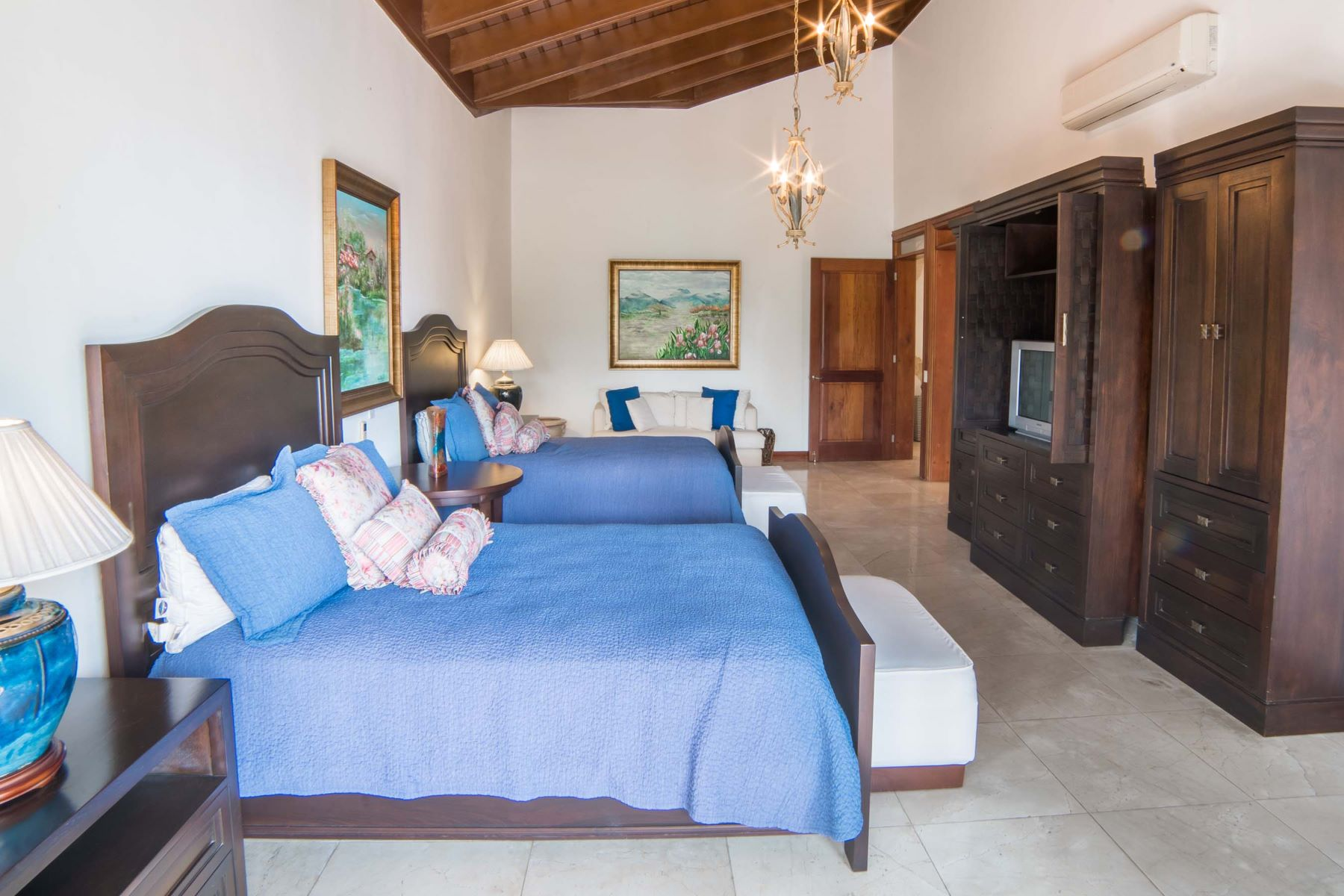Additional photo for property listing at MEGA MANSION with MOTIVATED SELLERS and Luxury Finishes Casa De Campo, La Romana Dominican Republic