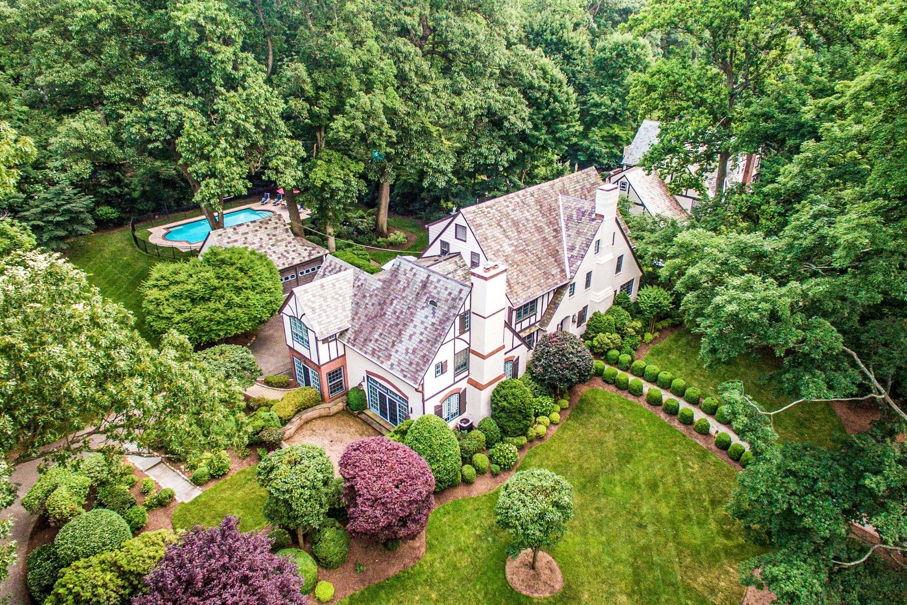 Single Family Homes pour l Vente à Serene & Sophisticated 16 Wayside Place, Montclair, New Jersey 07042 États-Unis